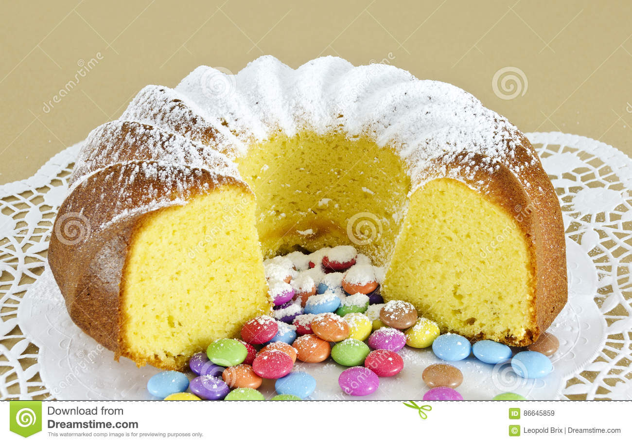 Ring-shaped sponge cake and colour-varied sugar-coated chocolate confectionery