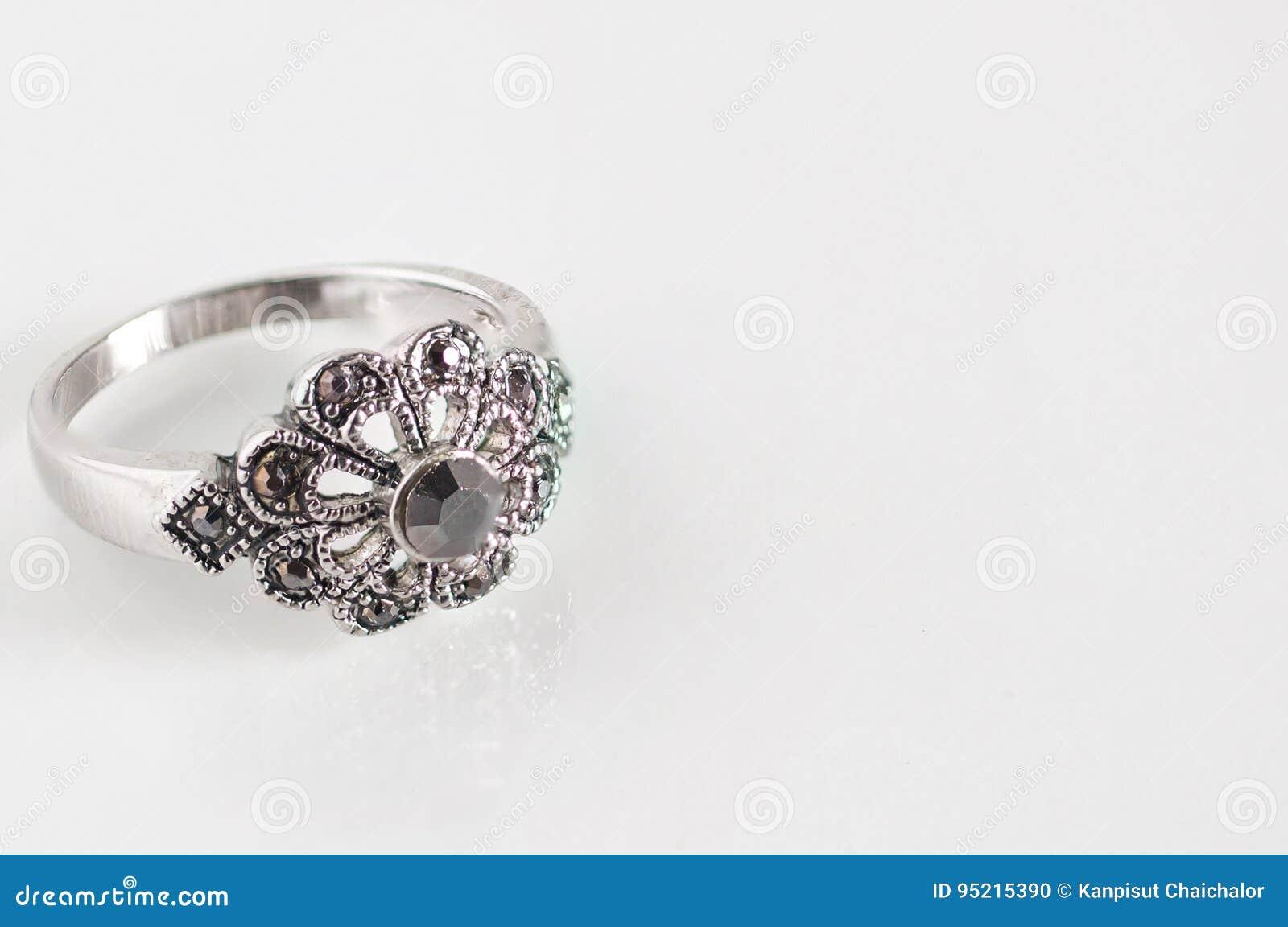 Ringe Der Diamantenen Hochzeit Fur Brautigam Und Braut Mit