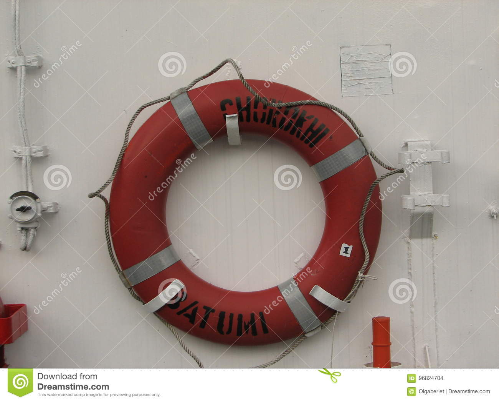 Ringlebenbojen auf weißem Boot