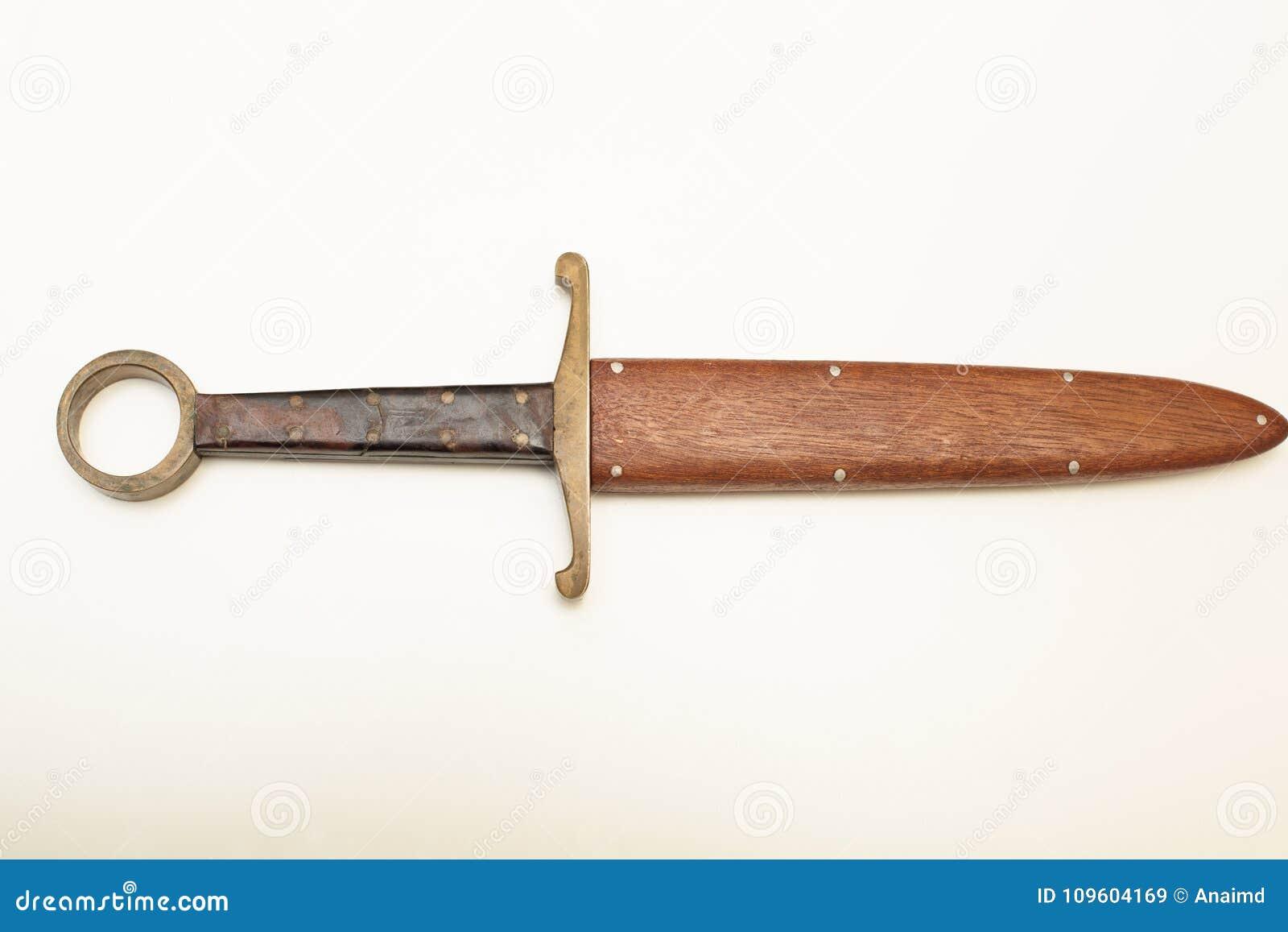 Ringsdolk in houten scarbard