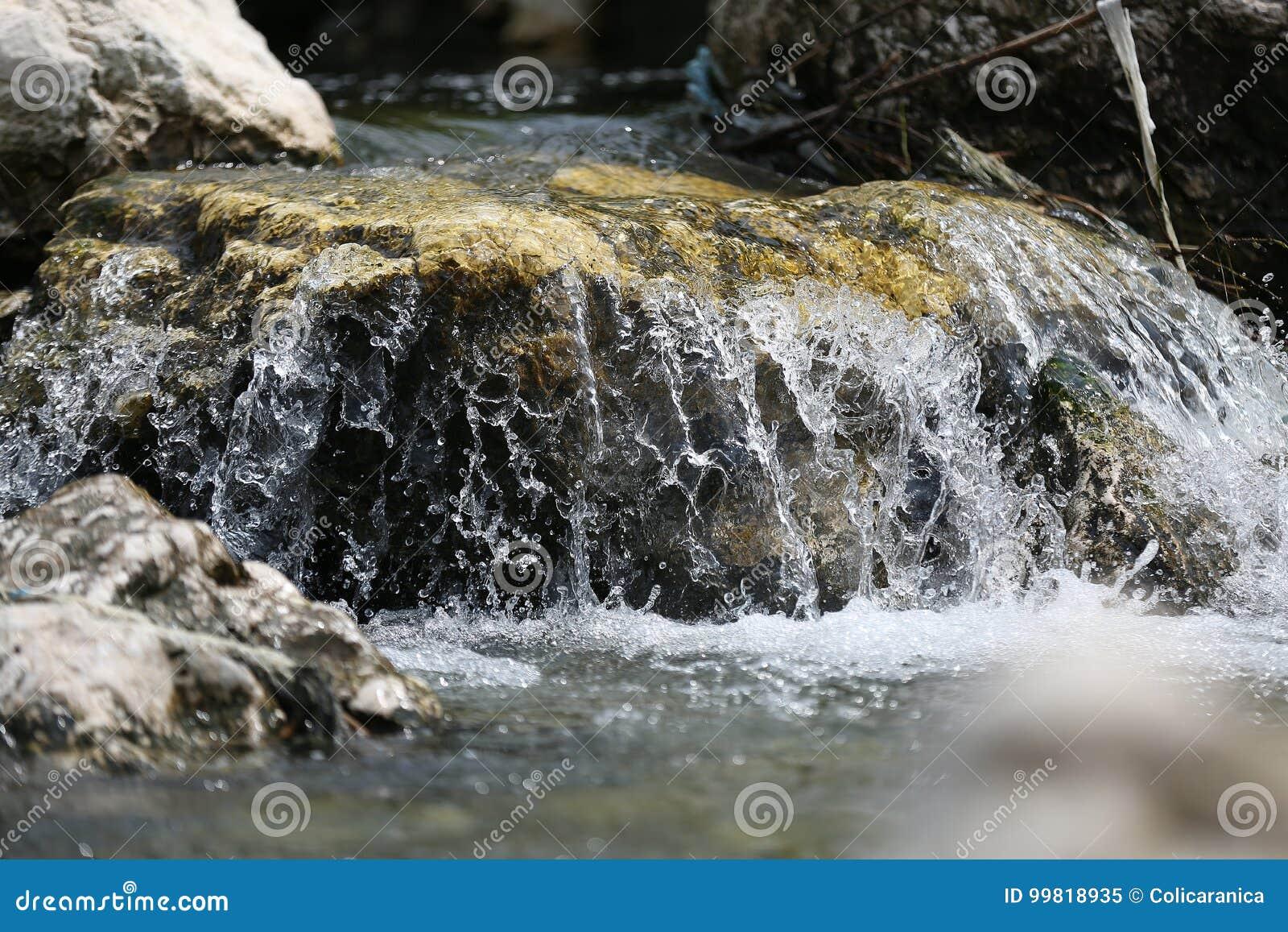 Rio de fluxo