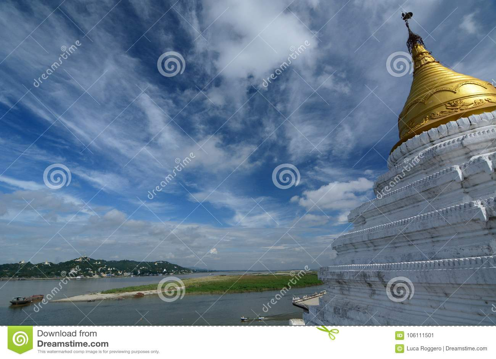 Rio de Irrawaddy e de monte de Sagaing opinião do pagode de Shwe-kyet-kya mandalay myanmar