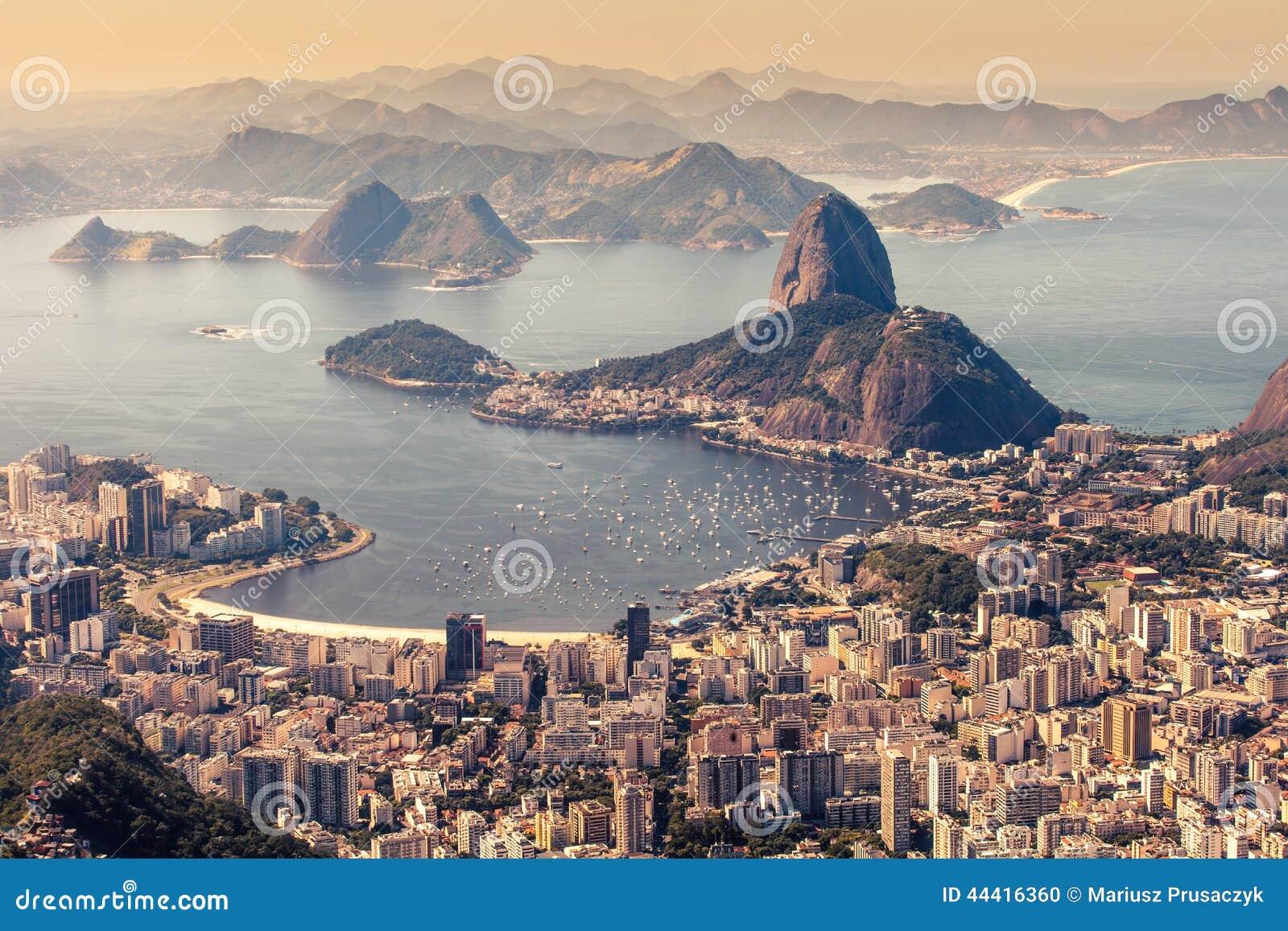 Rio de Janeiro, Brasil Praia do naco e do Botafogo de Suggar vista de Corcovado