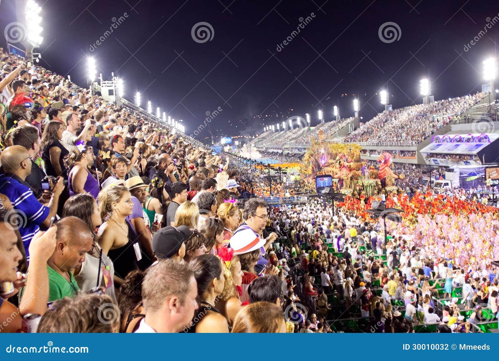 RIO DE JANEIRO - 11 DE FEVEREIRO: Os espectadores dão boas-vindas a participantes sobre