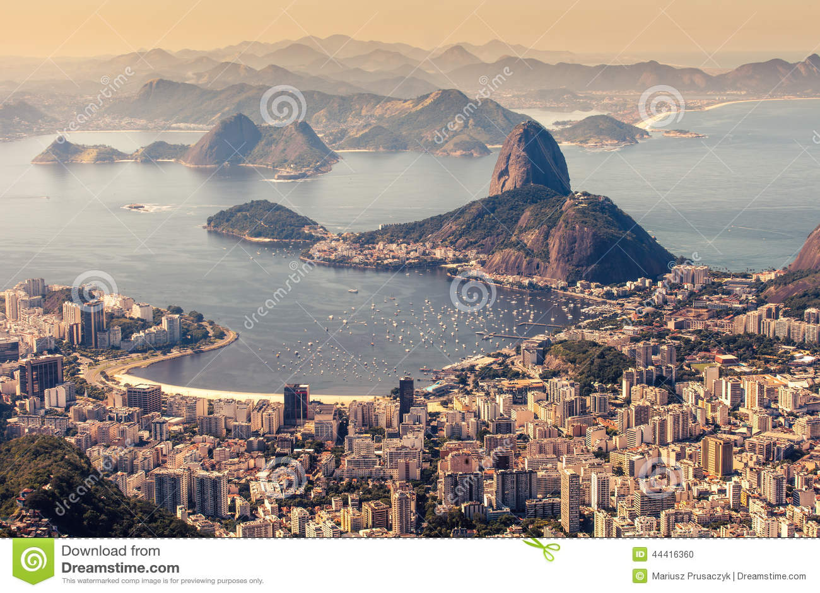 Rio de Janeiro, el Brasil Playa del pan y de Botafogo de Suggar vista de Corcovado
