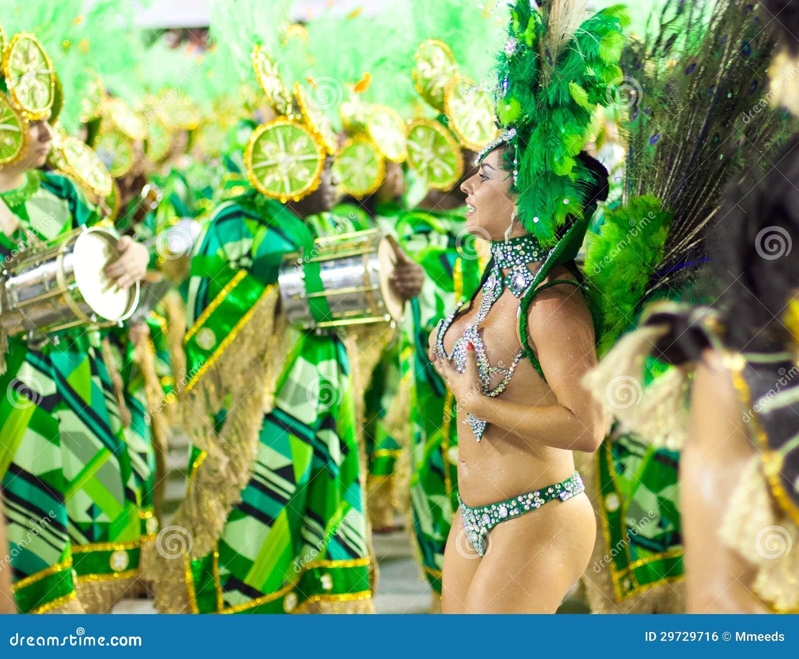 RIO DE JANEIRO , 10 FÉVRIER  Une femme dans la danse de costume sur le