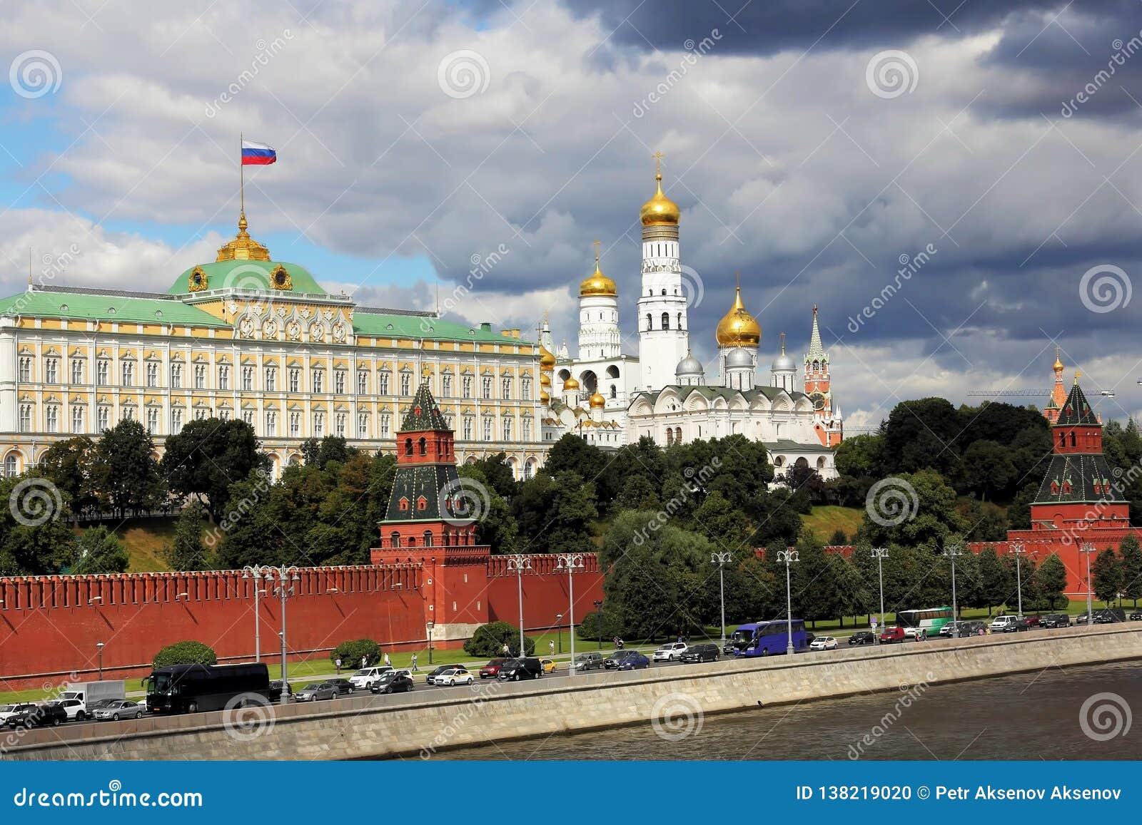 Rio de Moscou, terraplenagem do Kremlin e Kremlin de Moscou