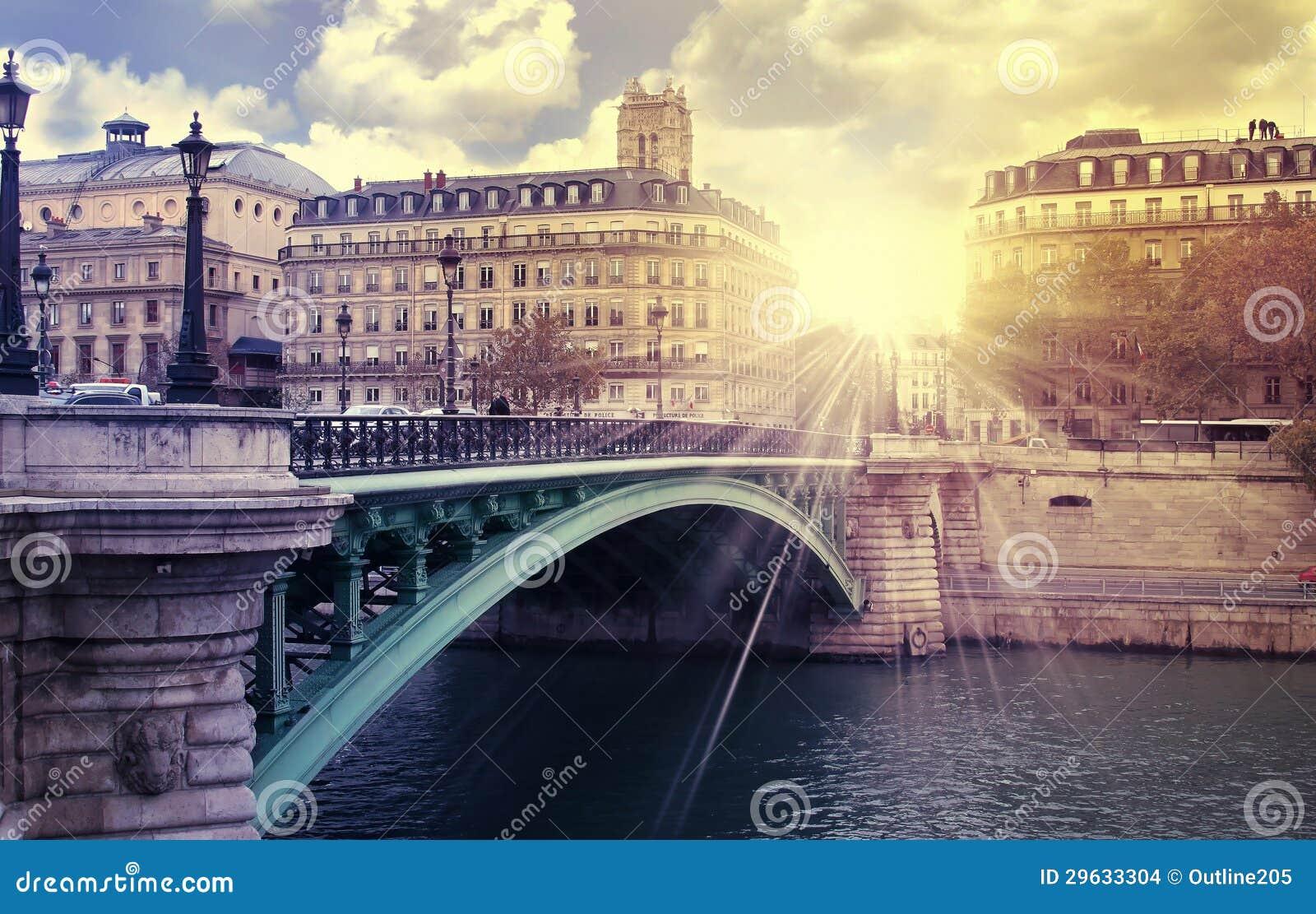 Rio de Paris do nascer do sol