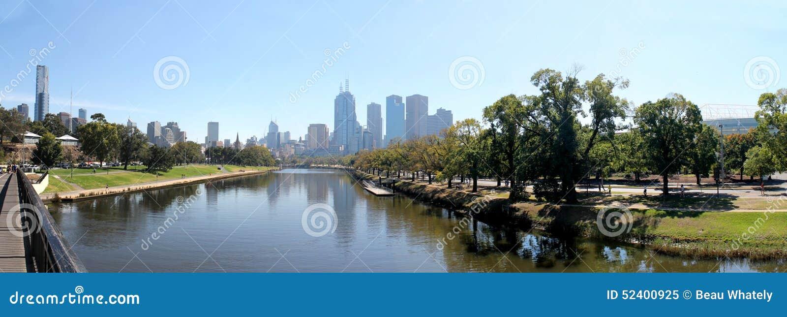 Rio de Yarra da skyline de Melbourne