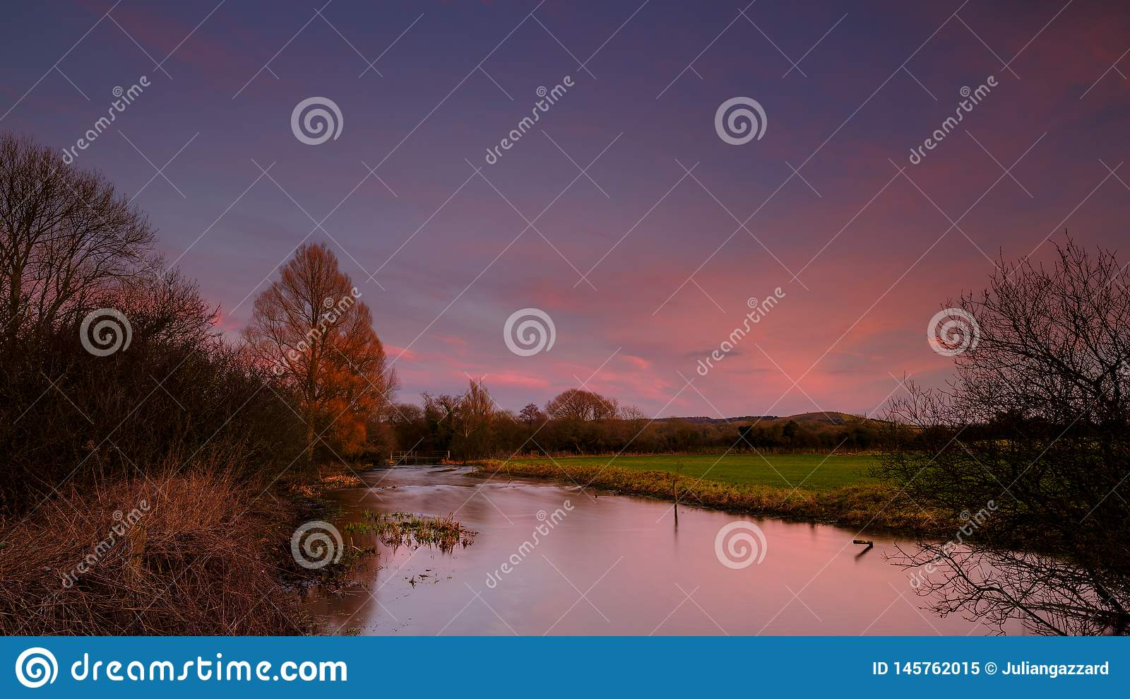 Rio Meon perto de Exton, Hampshire, Reino Unido