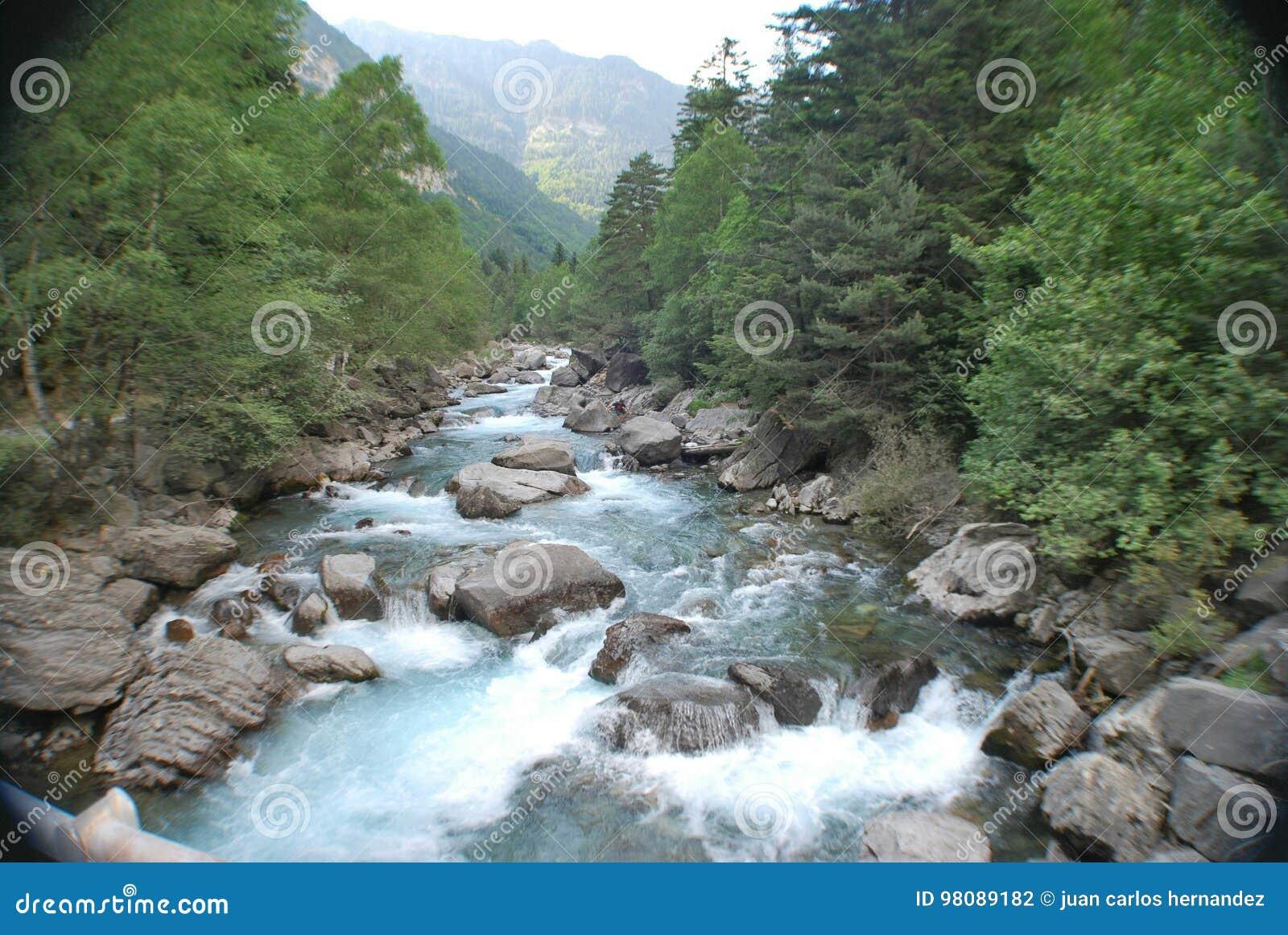 Rio no vale do bujaruelo