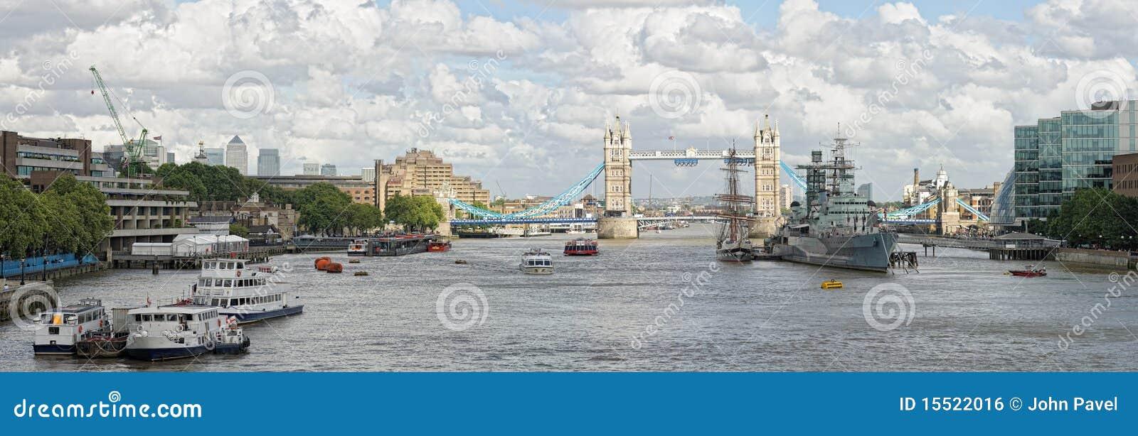 Rio Tamisa, associação de Londres, para a ponte da torre