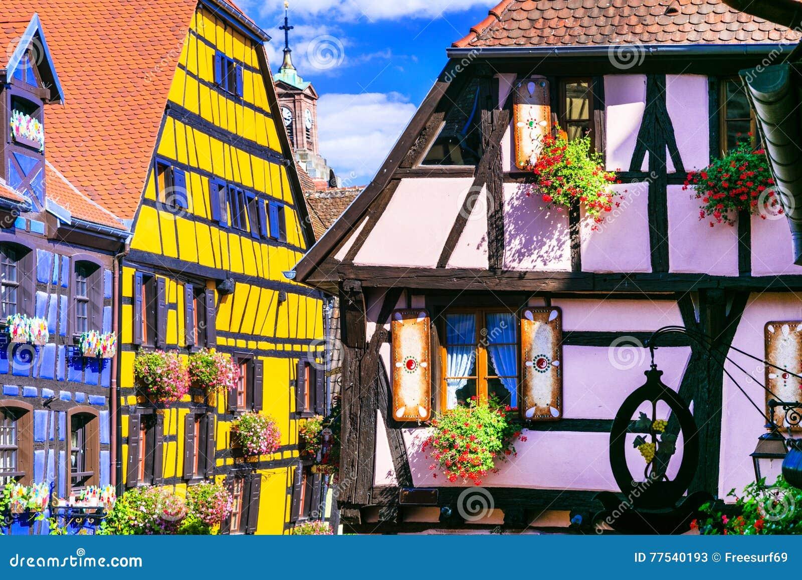 Riquewihr dans les Frances - ville médiévale romantique sur le vin r d Alsace