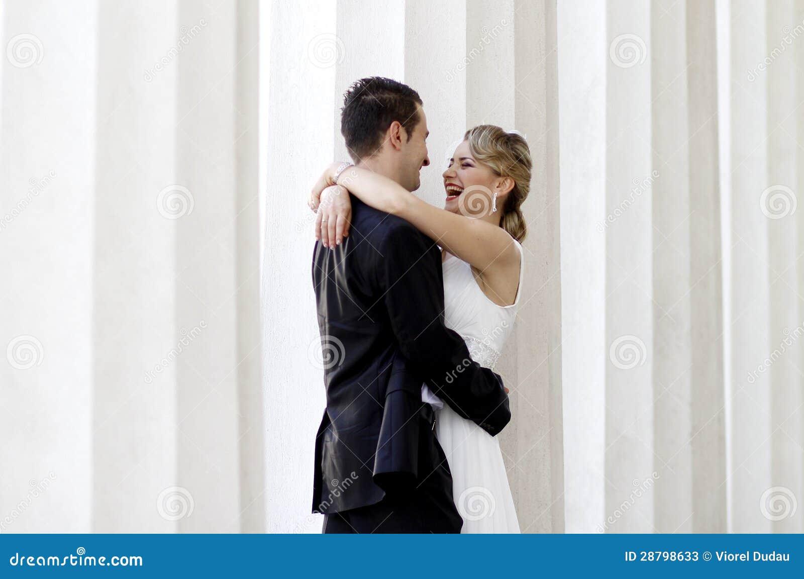 Rire de jeunes mariés