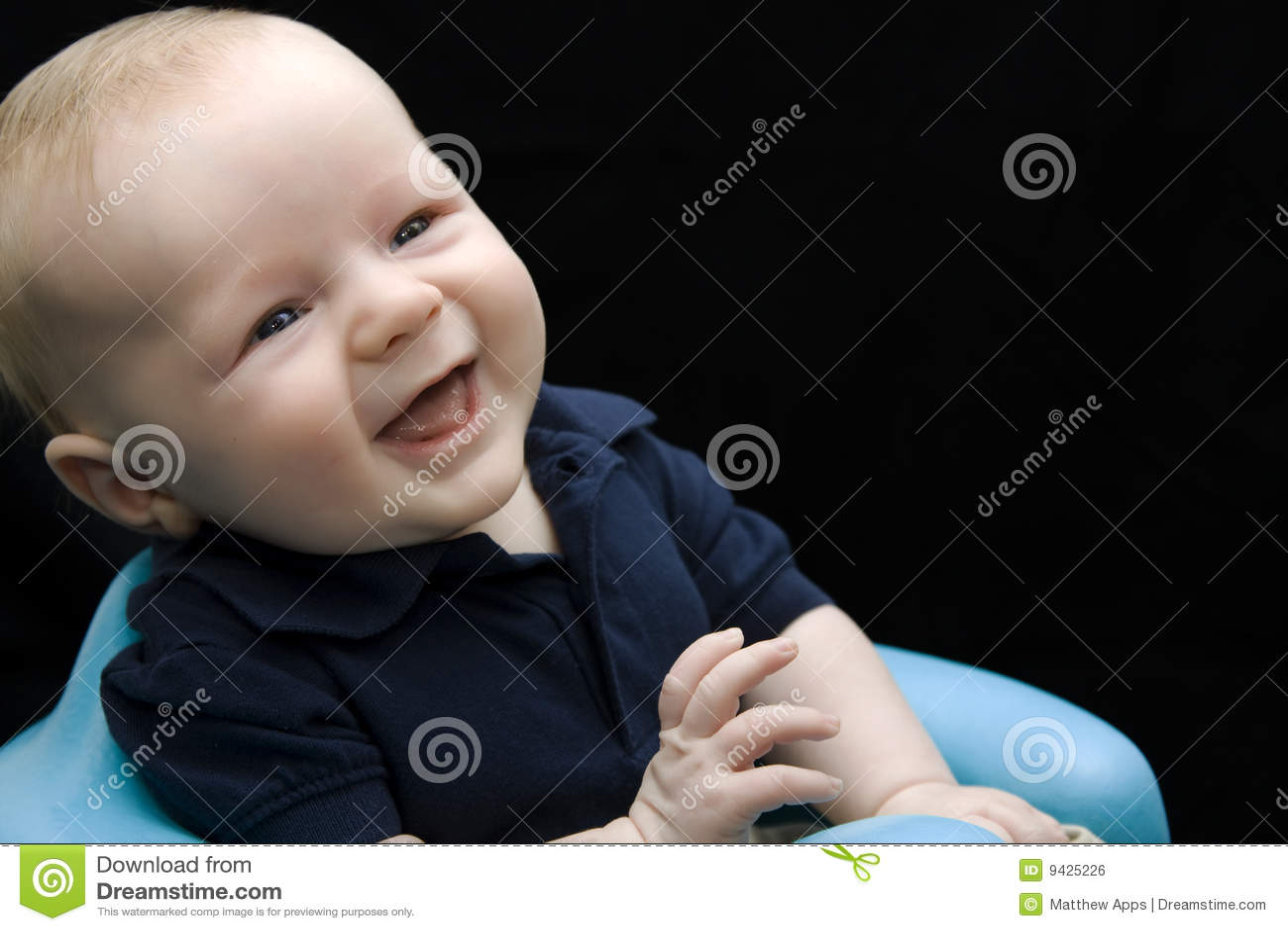 Rire mignon de bébé
