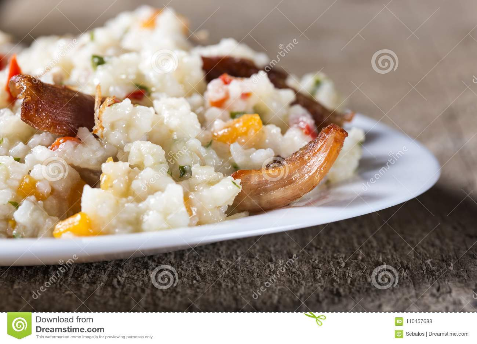 Ris med stekt kycklingkött