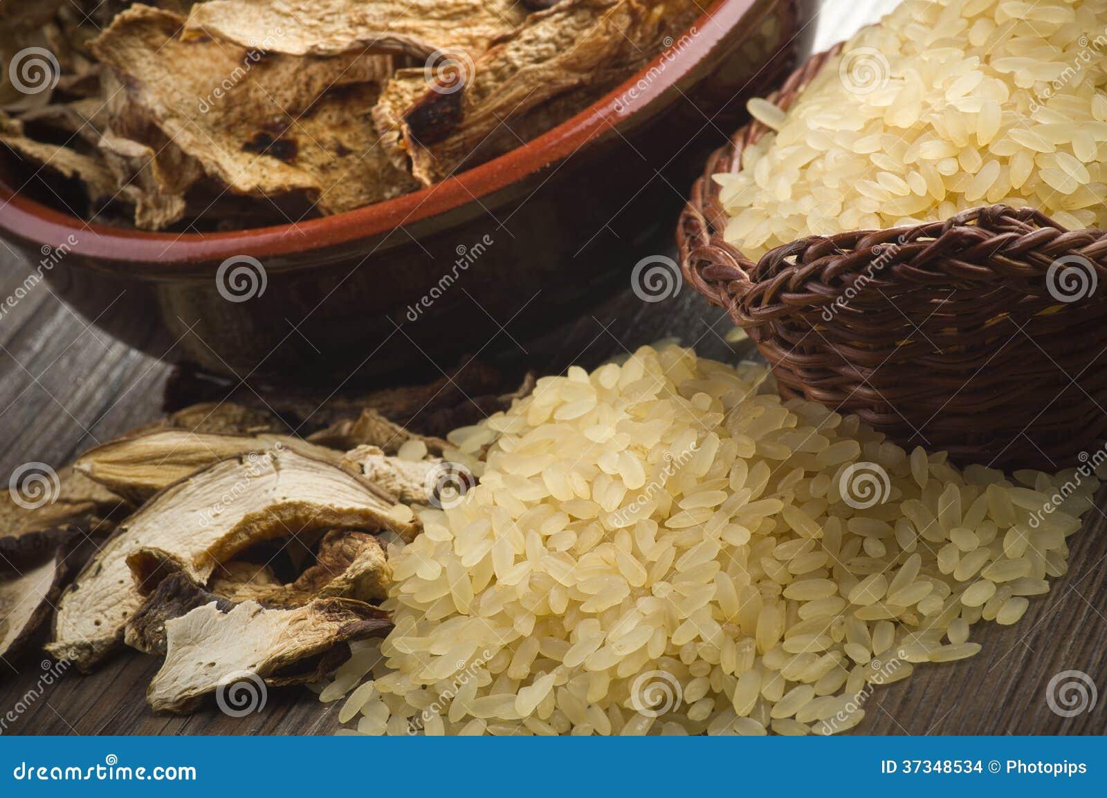 Ris och torkade porcinichampinjoner