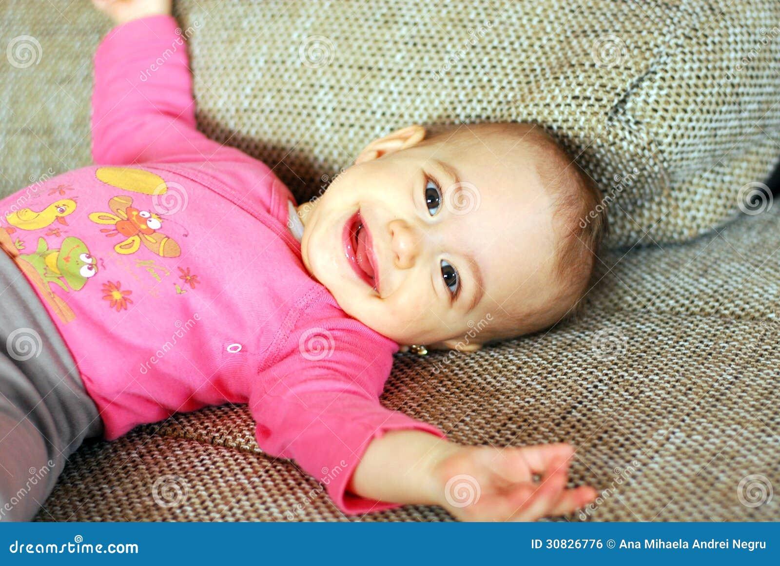 Risata amata sana felice della neonata