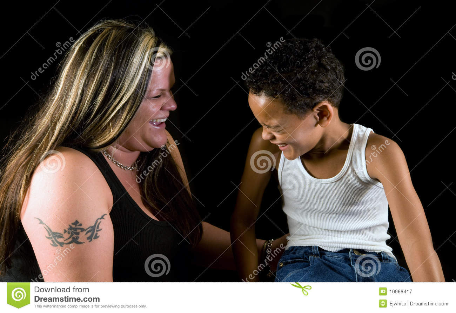Risata del figlio e della madre