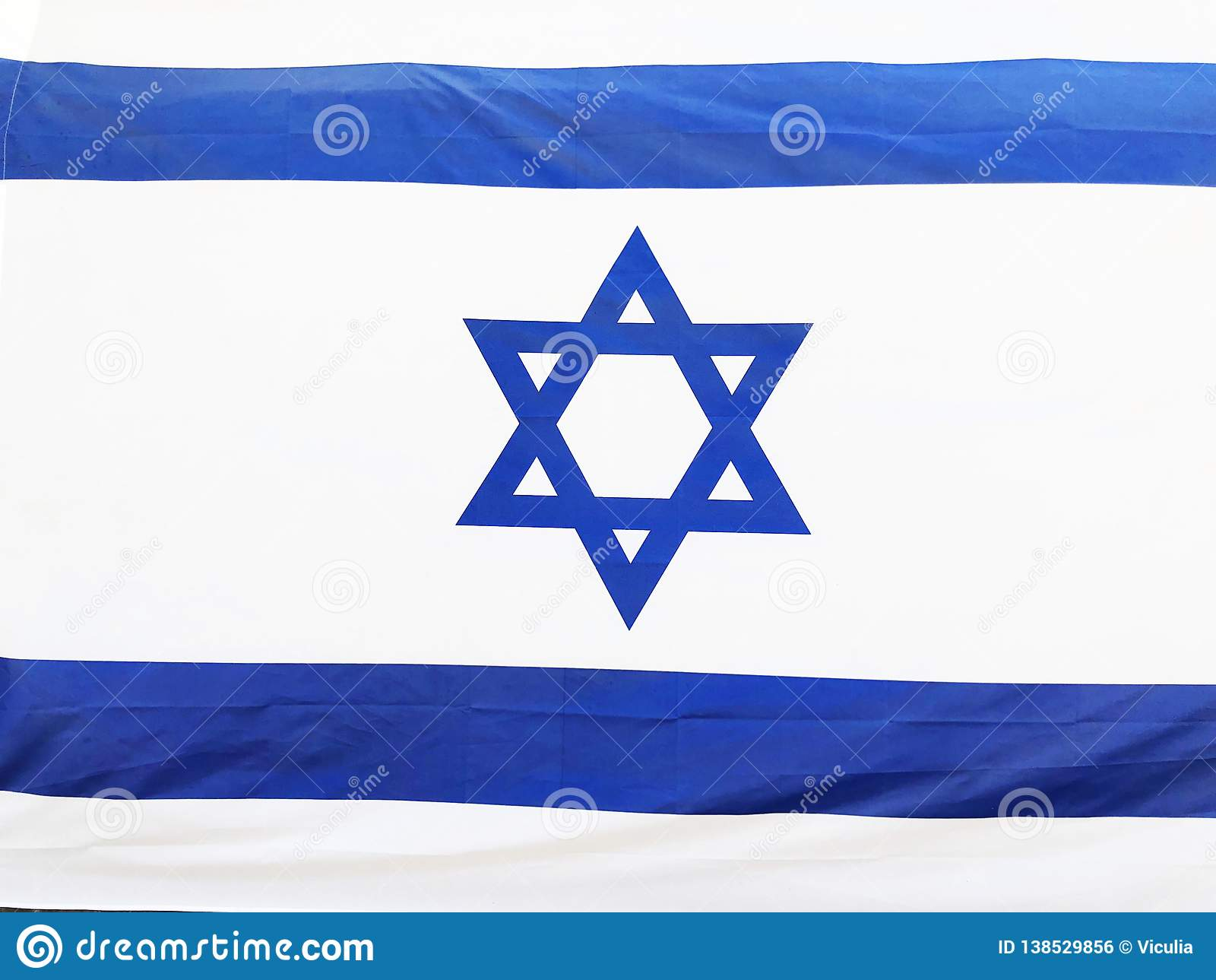 RISHON LE ZION, ISRAELE - 27 giugno 2018 la bandiera nazionale di Israele in Rishon Le Zion, Israele