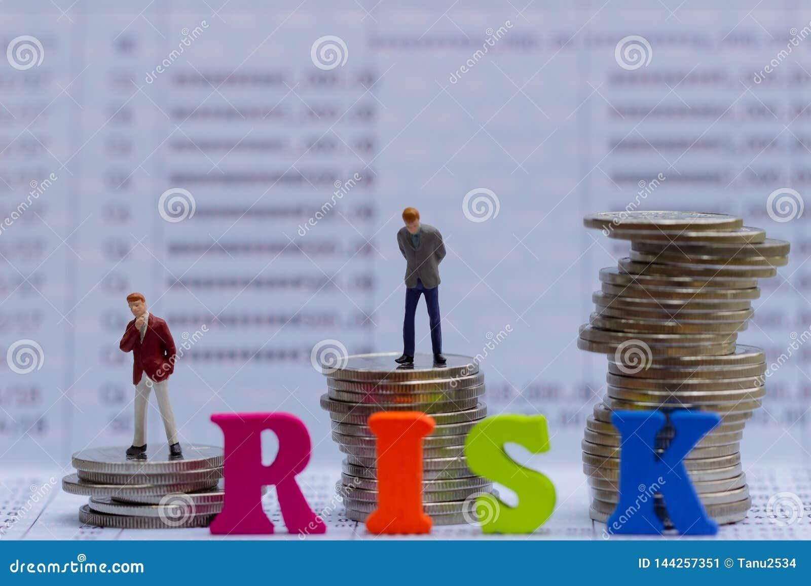 Risikomanagement und Kleinbetrieb bemannt auf Banksparbuch