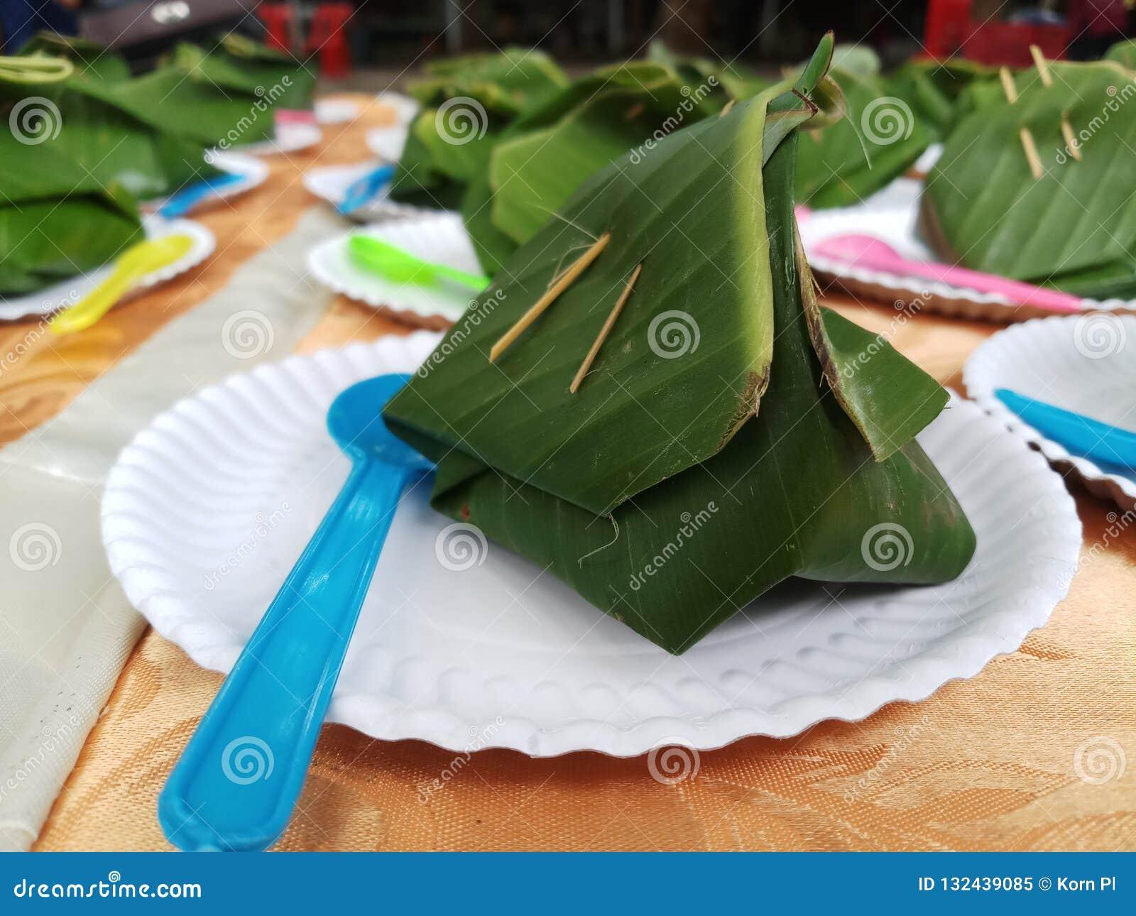 Riso appiccicoso dolce con crema tailandese