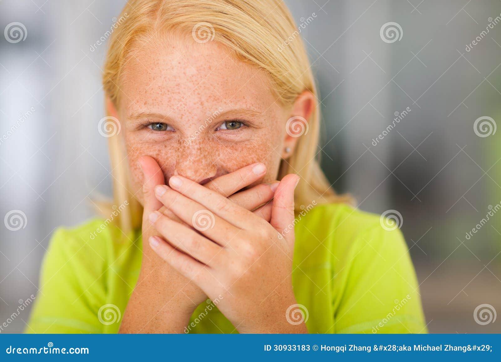 Riso da menina do Preteen