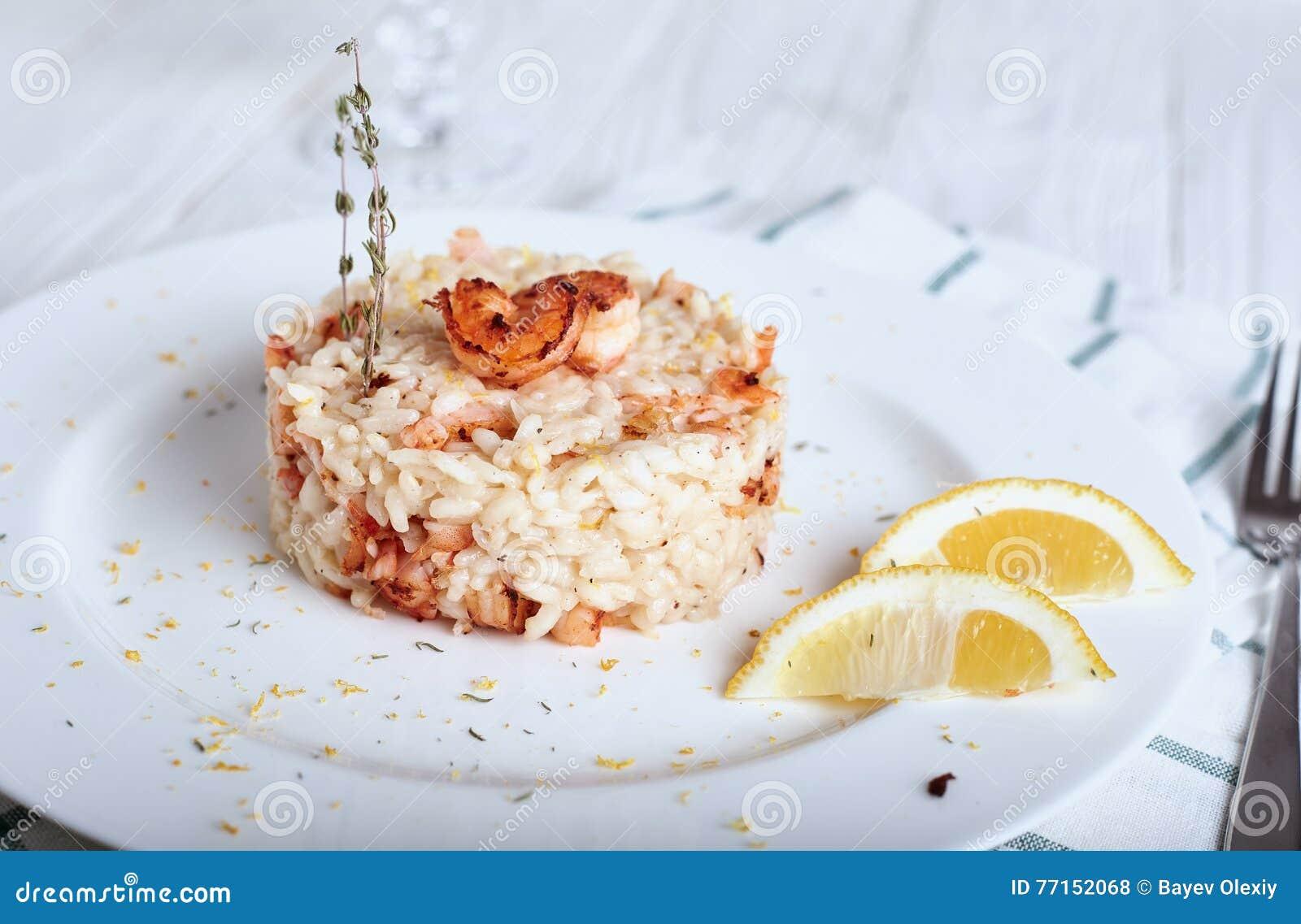 Risotto avec les crevettes et le thym