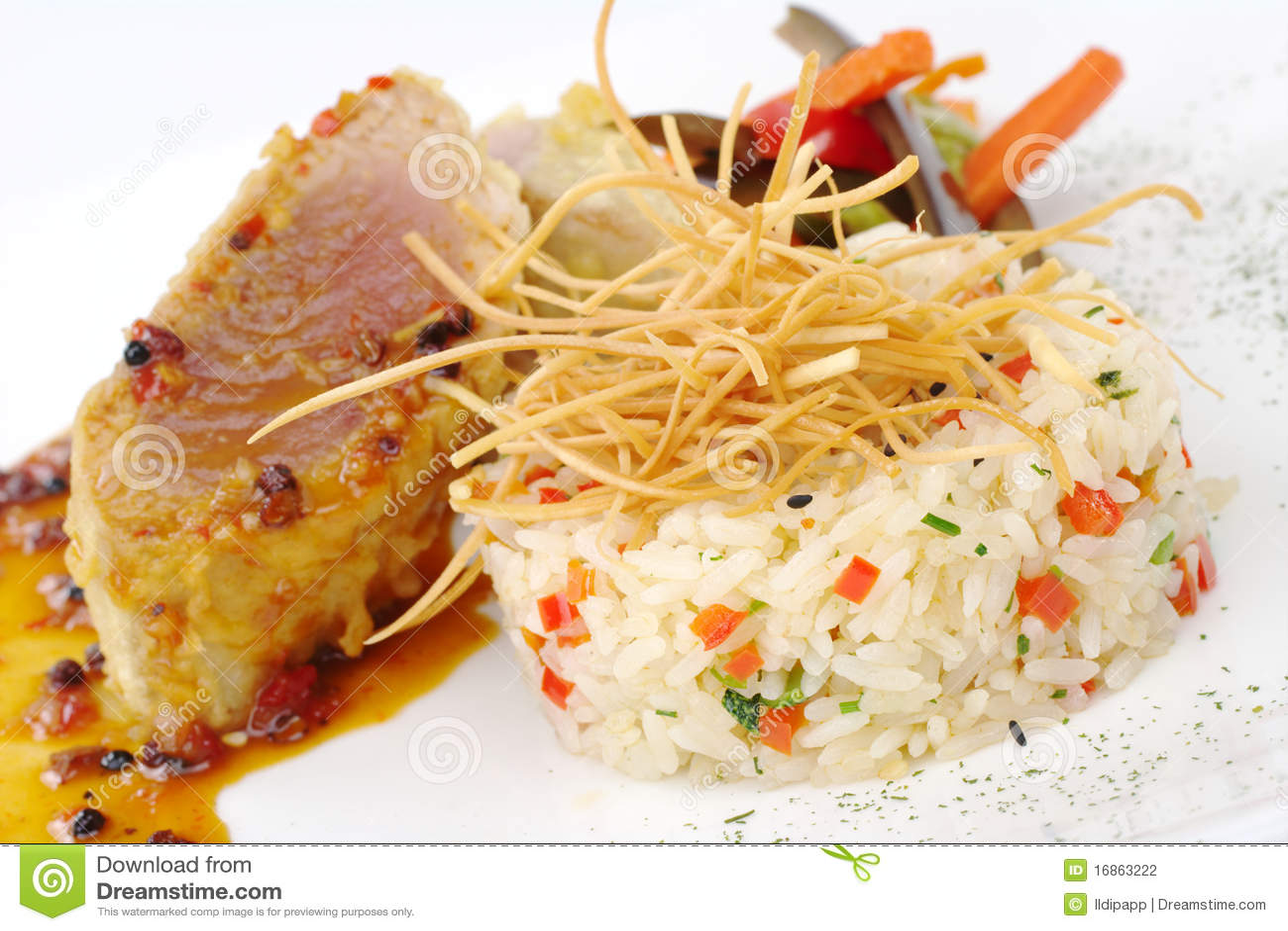 Risotto com atum e vegetais