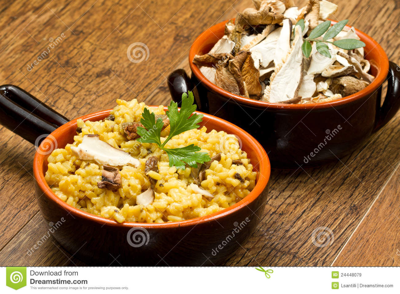 Risotto With Saffron And Mushrooms Royalty Free Stock Images - Image ...