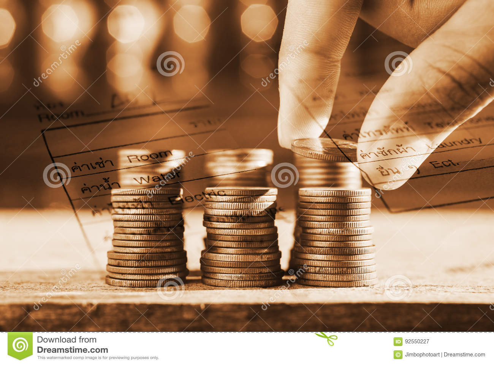 Risparmi i soldi e finanzi per preparano il concetto