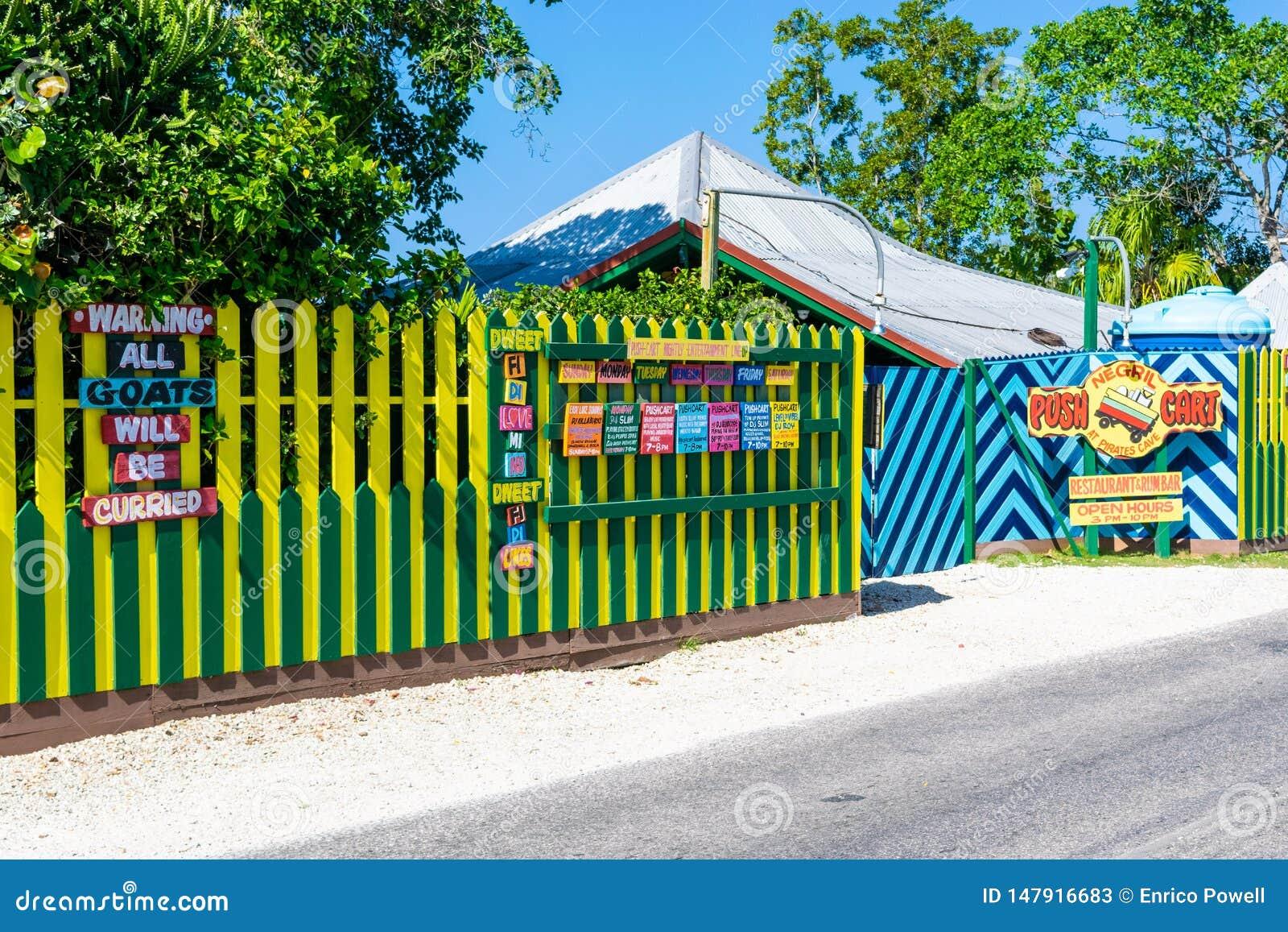 Ristorante del carretto di spinta e barra del rum sulle scogliere del West End Negril, Giamaica