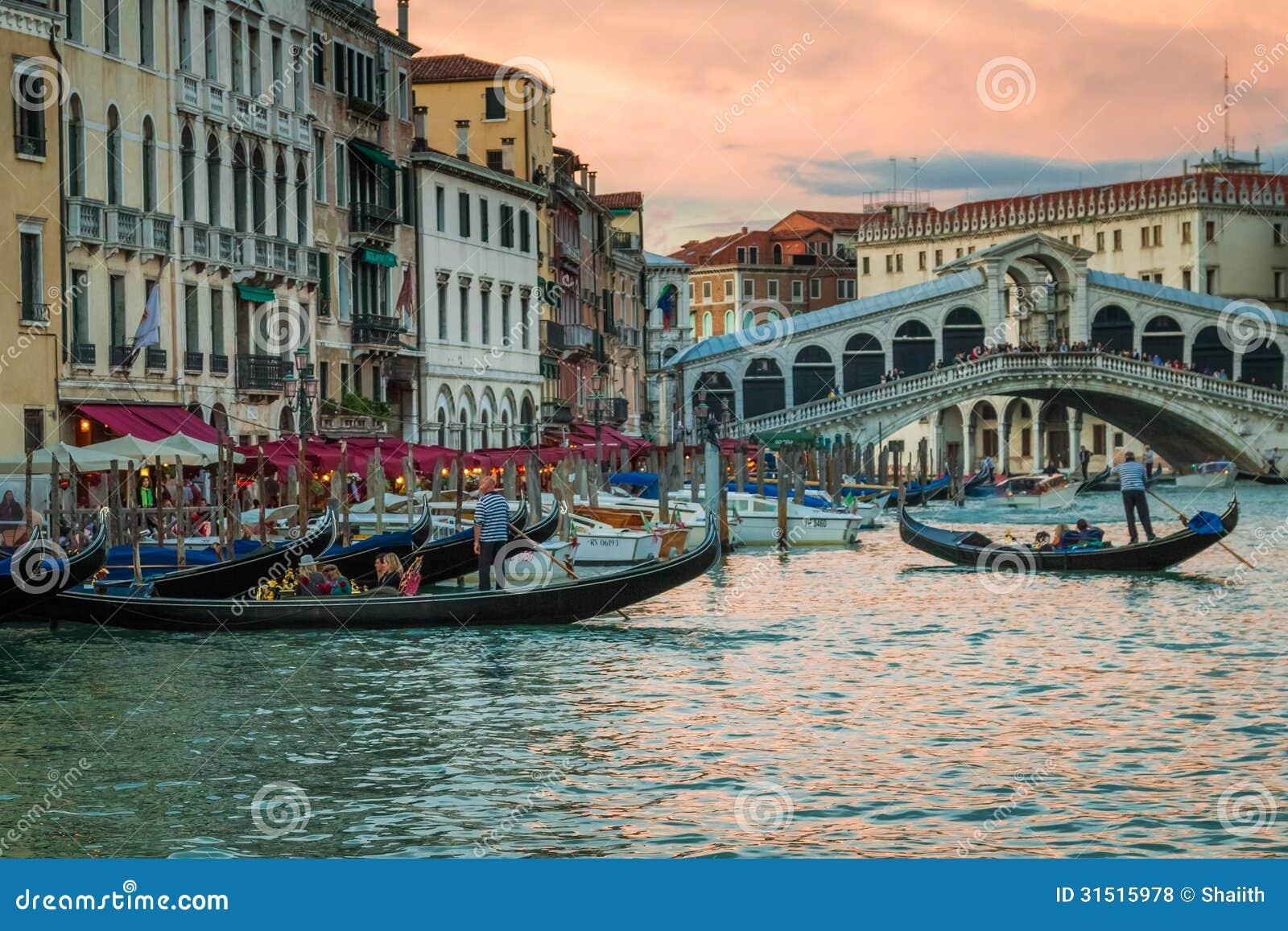 Ristorante e gondole vicino al ponte di rialto a venezia for Ristorante amo venezia prezzi