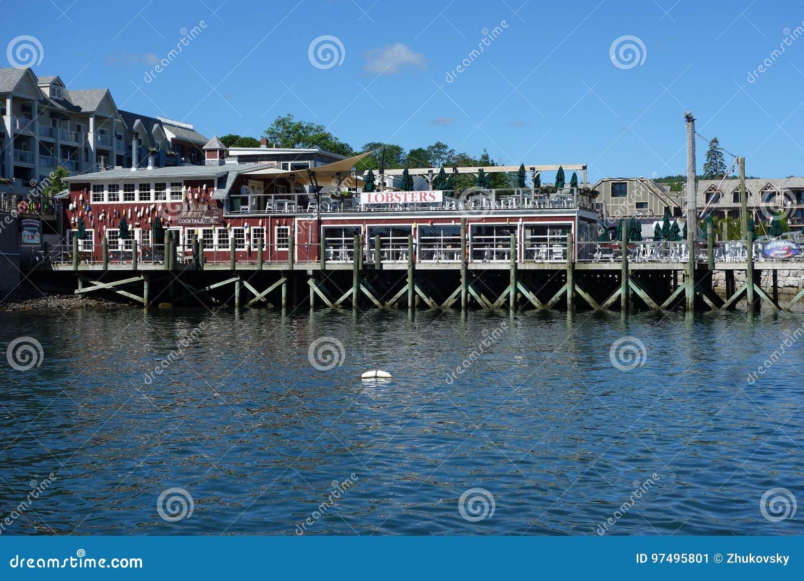 Ristorante portuale dell aragosta nel porto storico di Antivari
