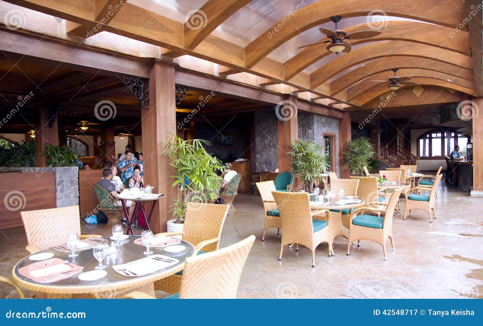 Ristorante su una veranda aperta in un albergo di lusso for Piani di lusso a pianta aperta