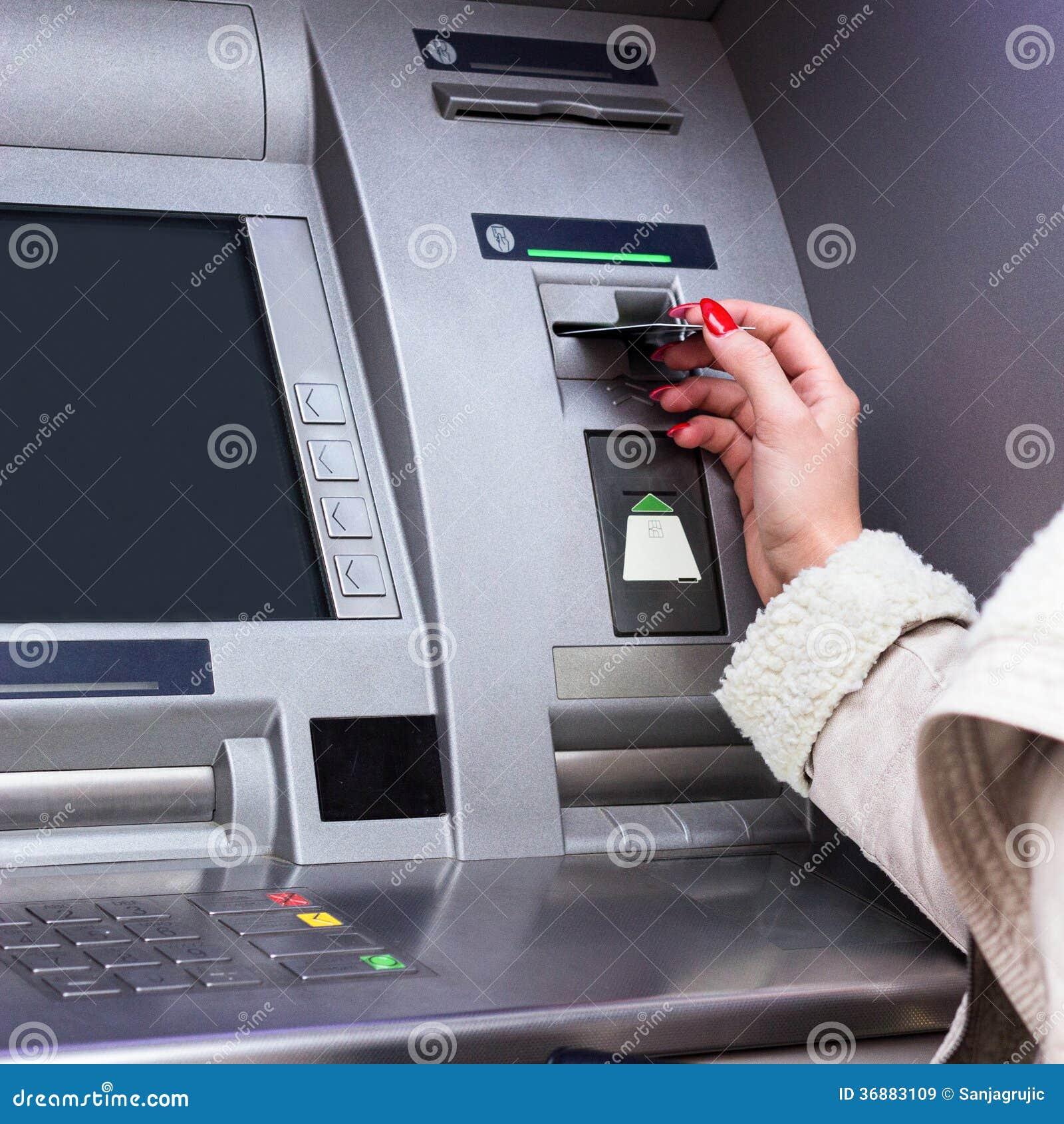 Download Ritiro dei soldi immagine stock. Immagine di carta, people - 36883109