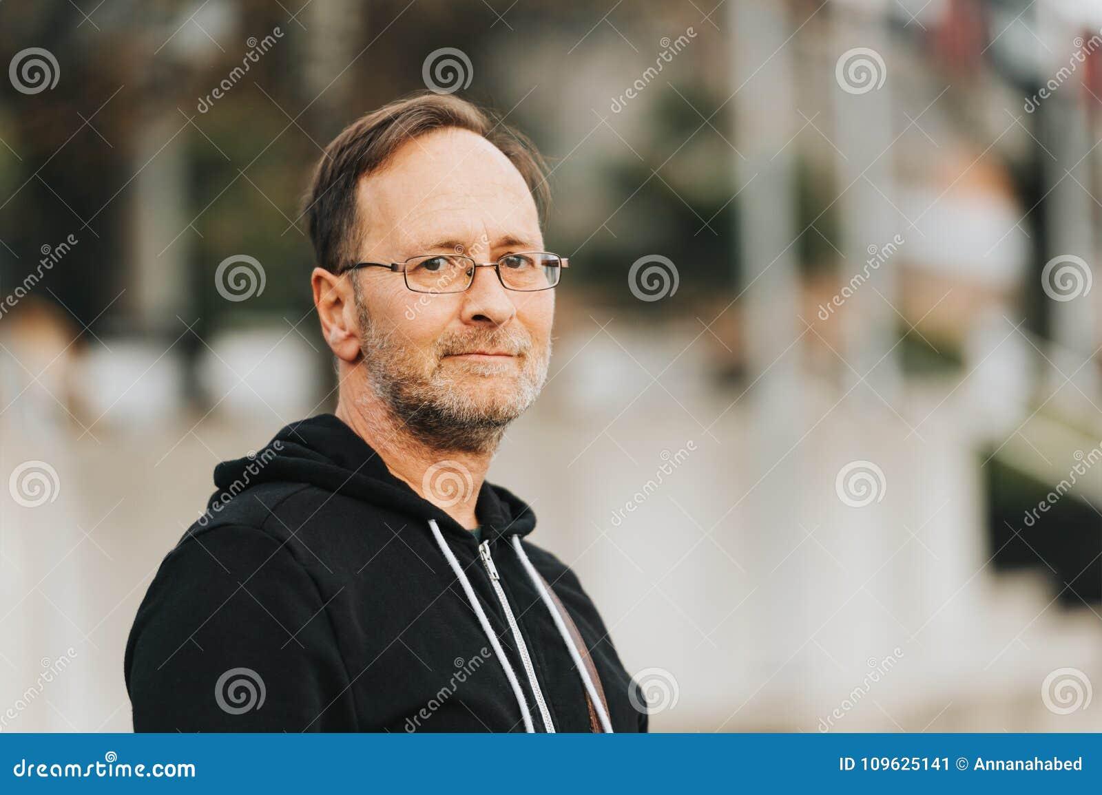 Ritratto All Aperto Dell Uomo Di 50 Anni Immagine Stock Immagine