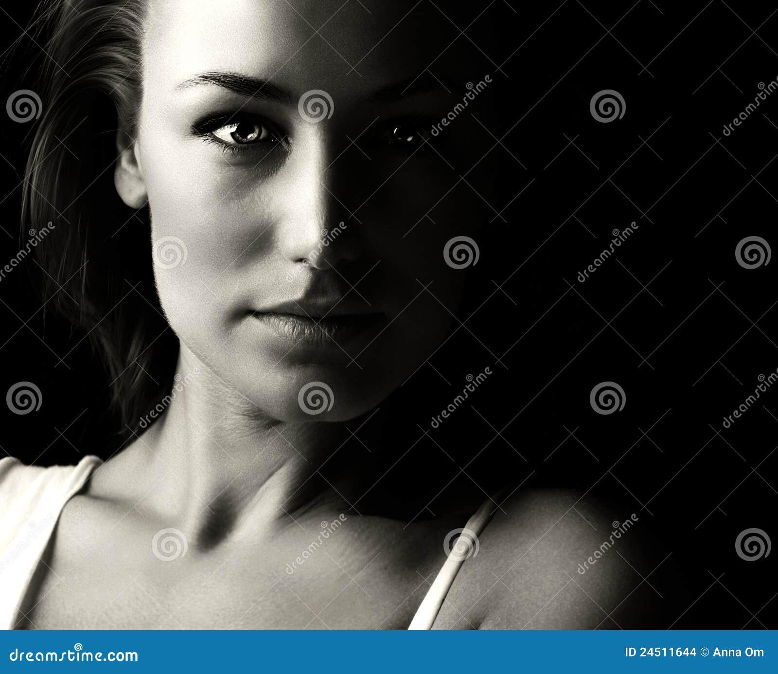 Estremamente Ritratto bianco e nero della donna di glamor foto stock  NL72