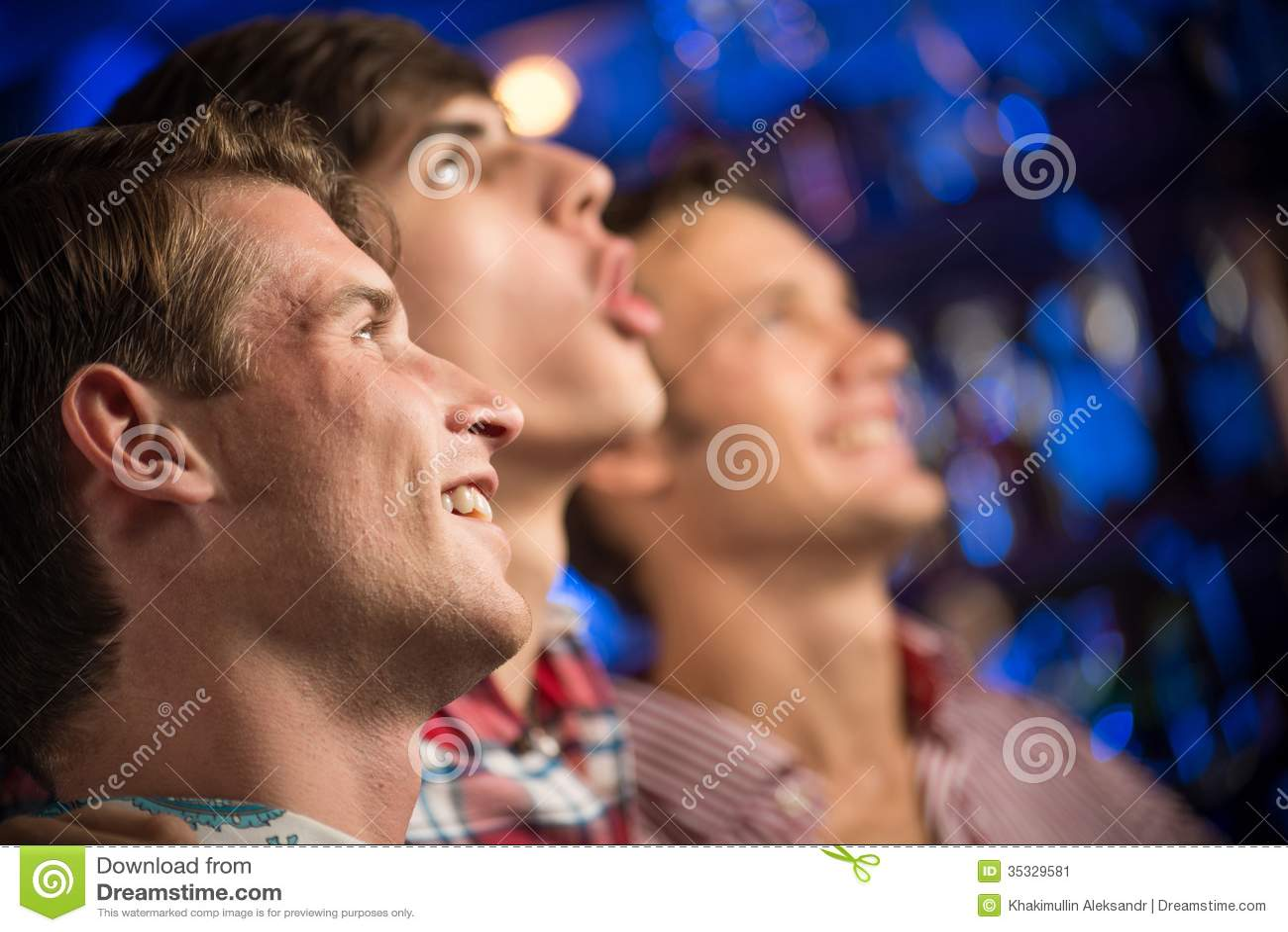 Ritratto dei fan nella barra