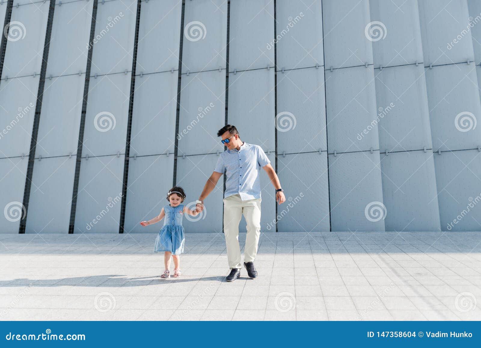Ritratto del concetto  nucleo familiare  di amore Sempre felice insieme