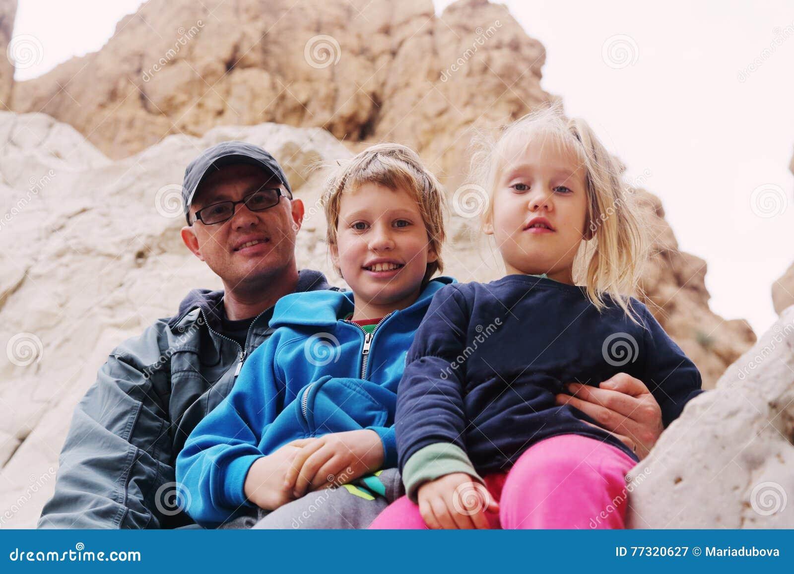 Ritratto del padre con due bambini