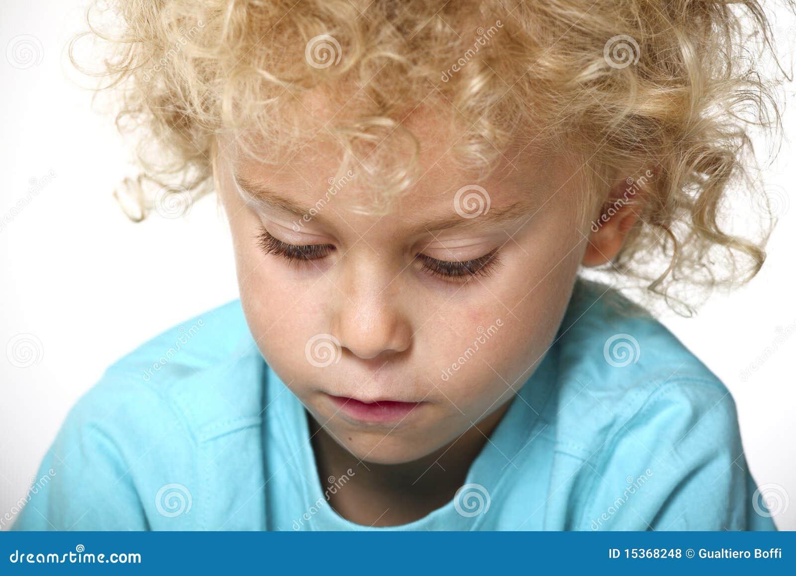 Ritratto del primo piano del bambino biondo fotografia for Piani principali del primo piano
