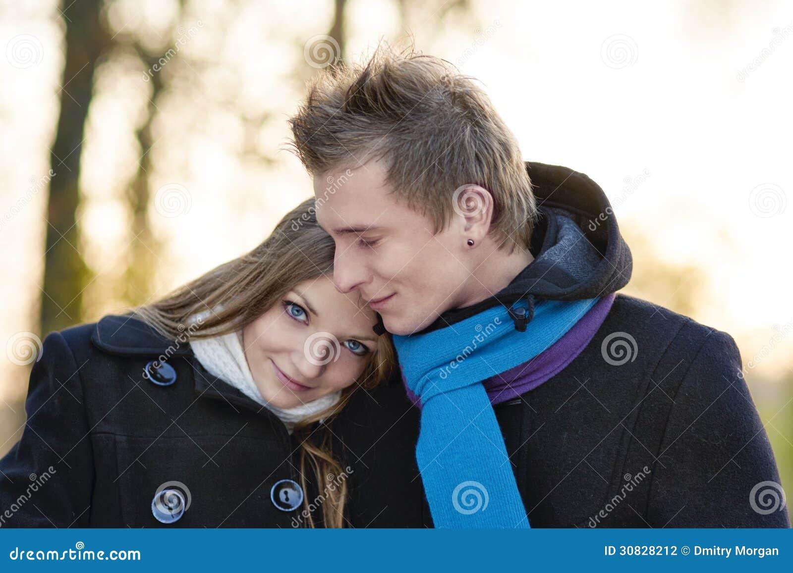 Ritratto del primo piano di giovani coppie caucasiche