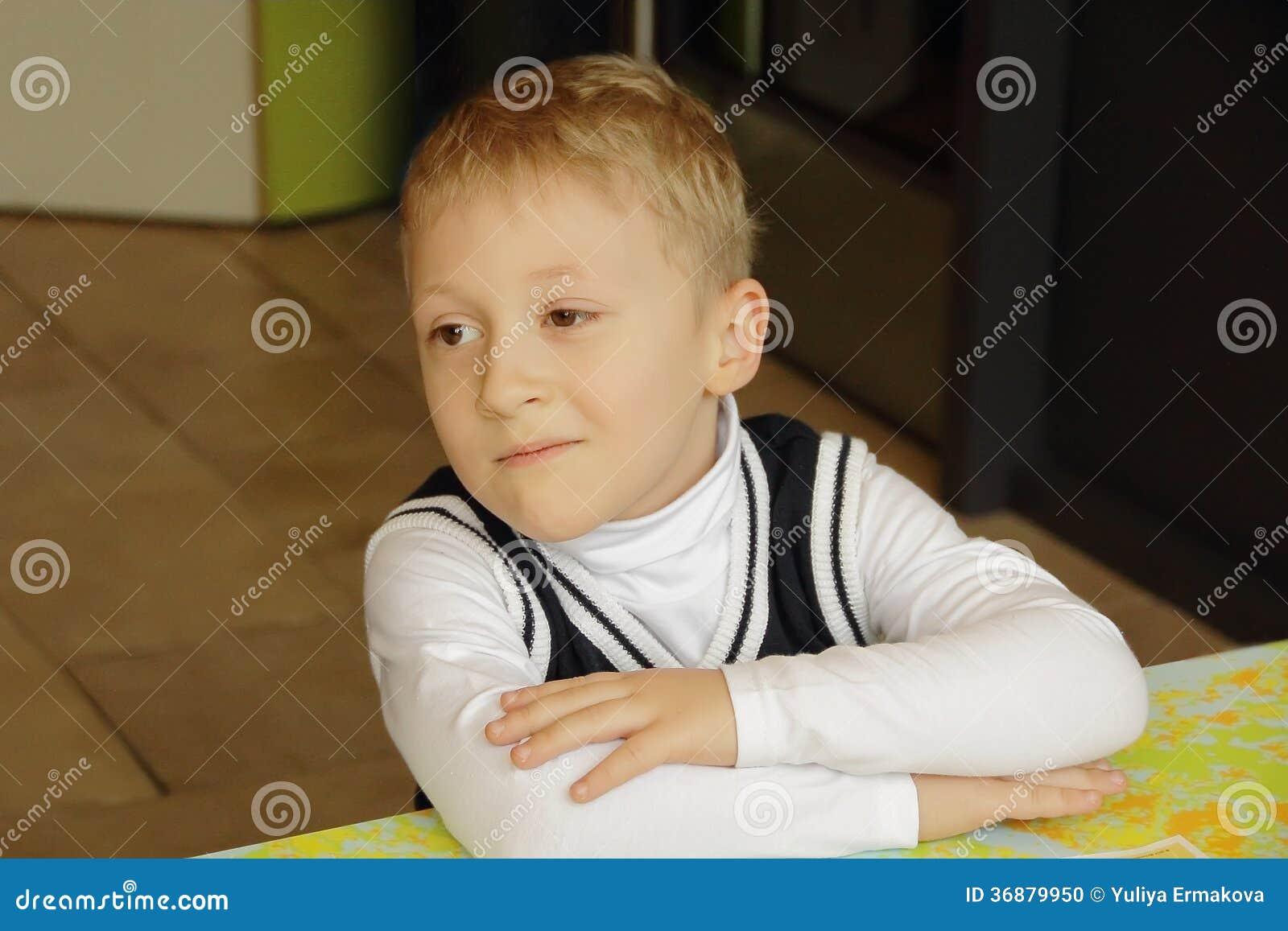 Download Ritratto del ragazzo fotografia stock. Immagine di umano - 36879950