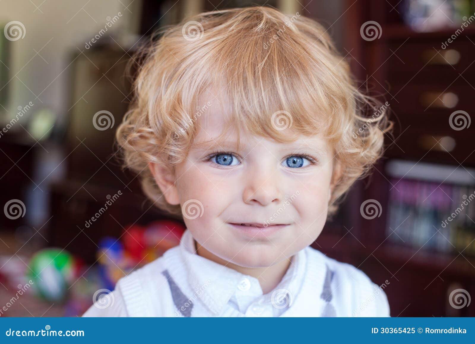 Eccezionale Ritratto Del Ragazzo Biondo Del Bambino Con I Capelli Ricci  HN75