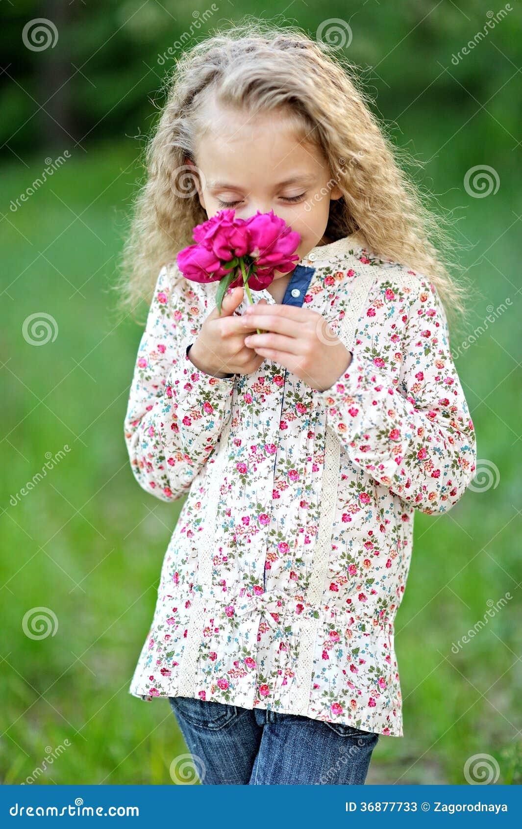 Download Ritratto della bambina immagine stock. Immagine di felice - 36877733