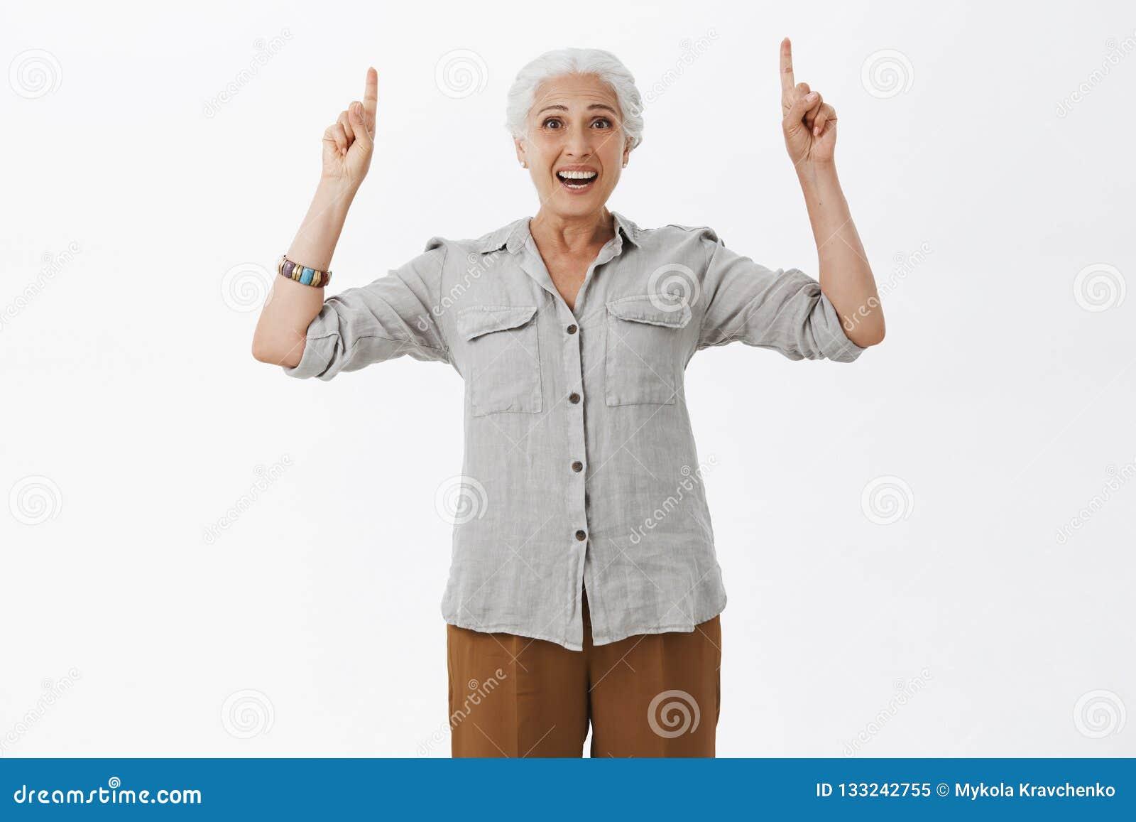 Ritratto Della Donna Anziana Affascinante Entusiasta E ...