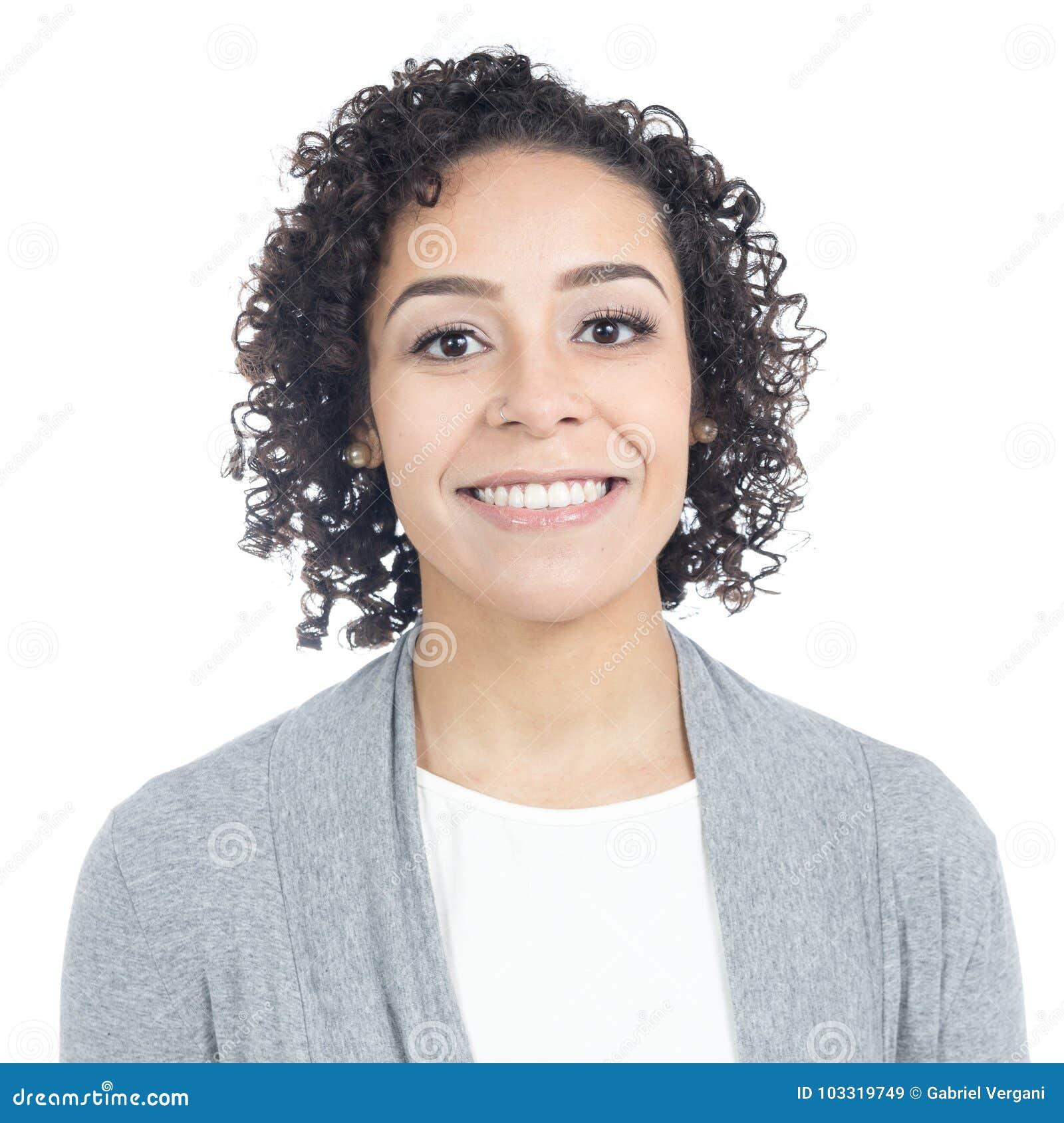 Ritratto della donna brasiliana con un ampio sorriso Ha breve, Cu