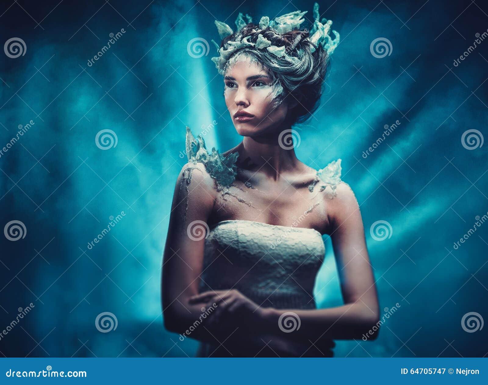 Ritratto della donna di fantasia di bellezza di inverno