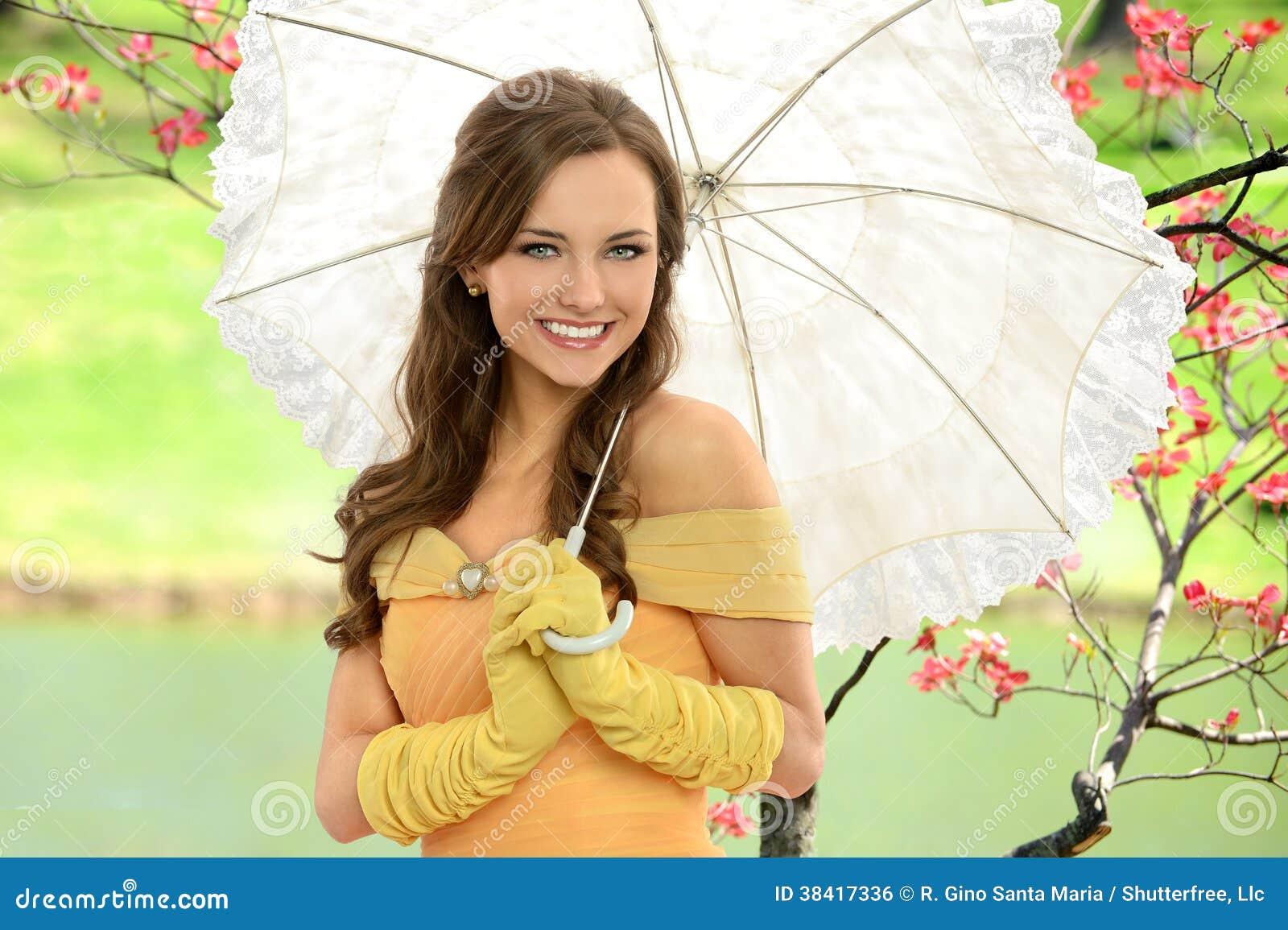 Ritratto della giovane donna con l ombrello